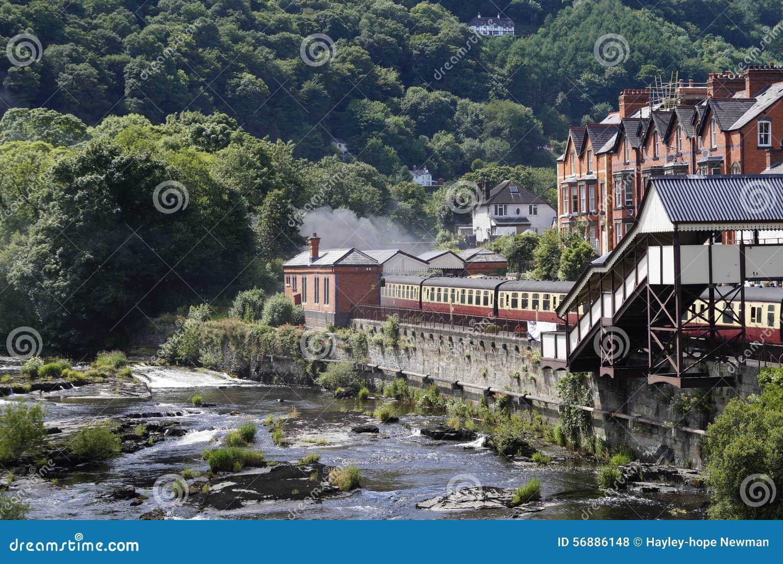 Fiume e treno di Llangollen