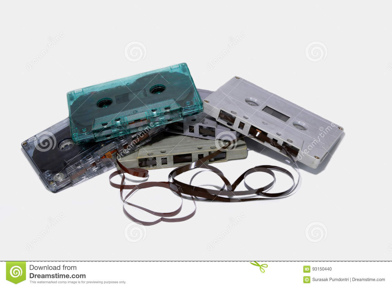 Five cassettes are stacked isolated.