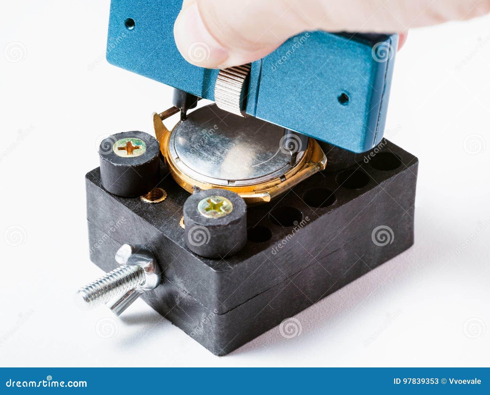 Fixade den tillbaka räkningen för öppningen av den gamla klockan i hållare