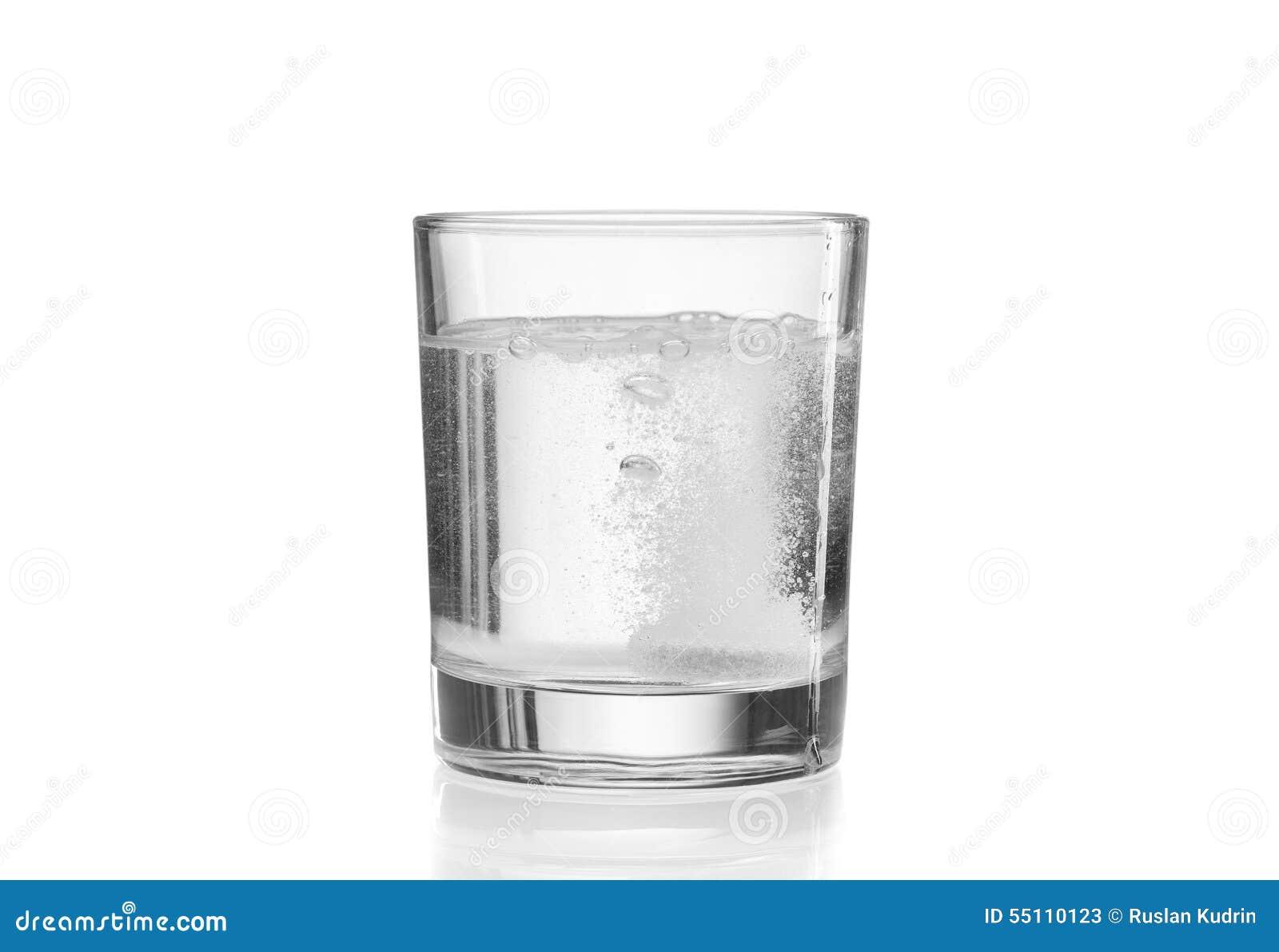 Fizzy Tablette im Glas Wasser