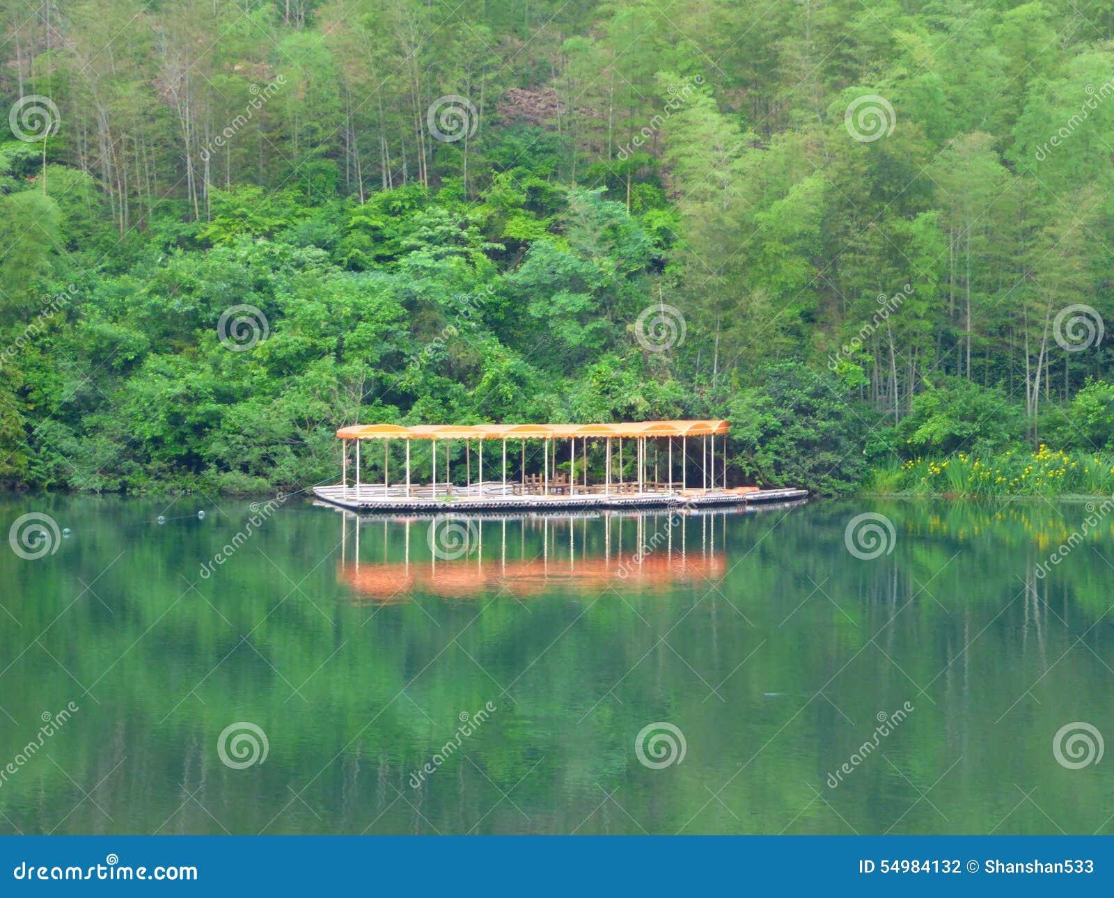 Fjällnära markiser för en rad och sjö