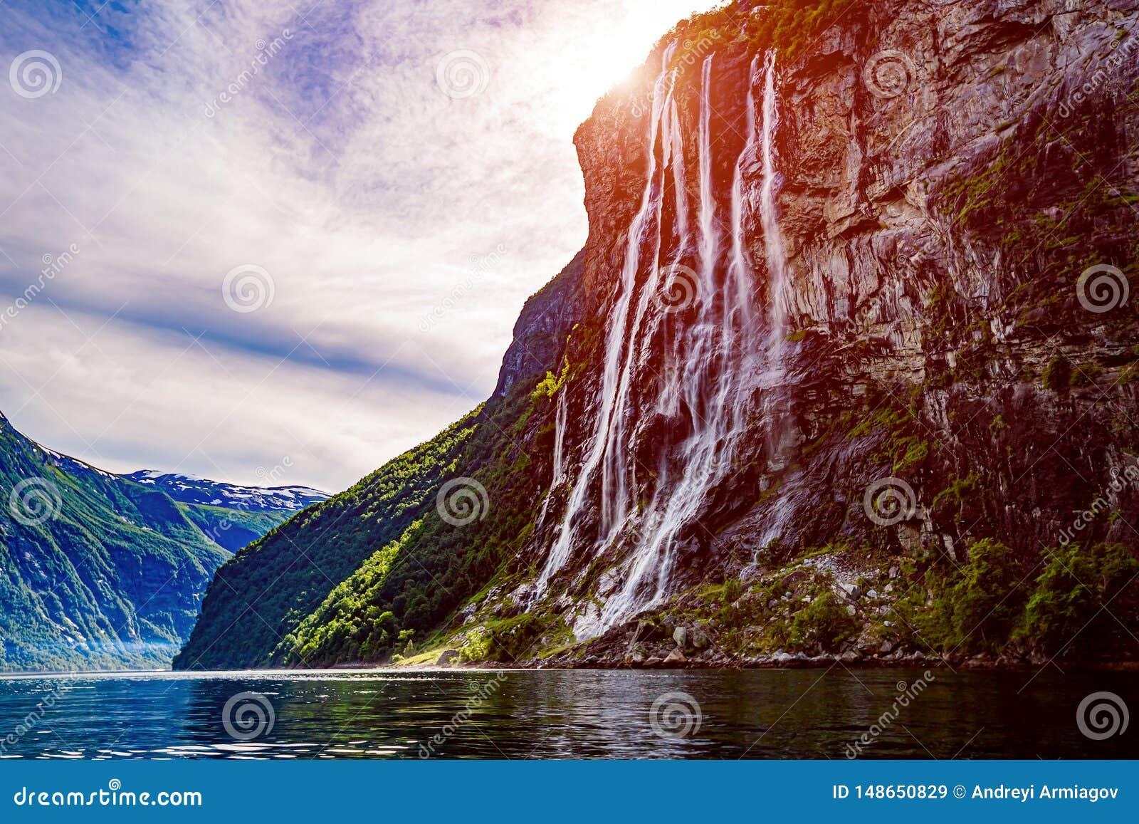 Fjord de Geiranger, soeurs de la cascade sept Paysage naturel de la Norv?ge de belle nature