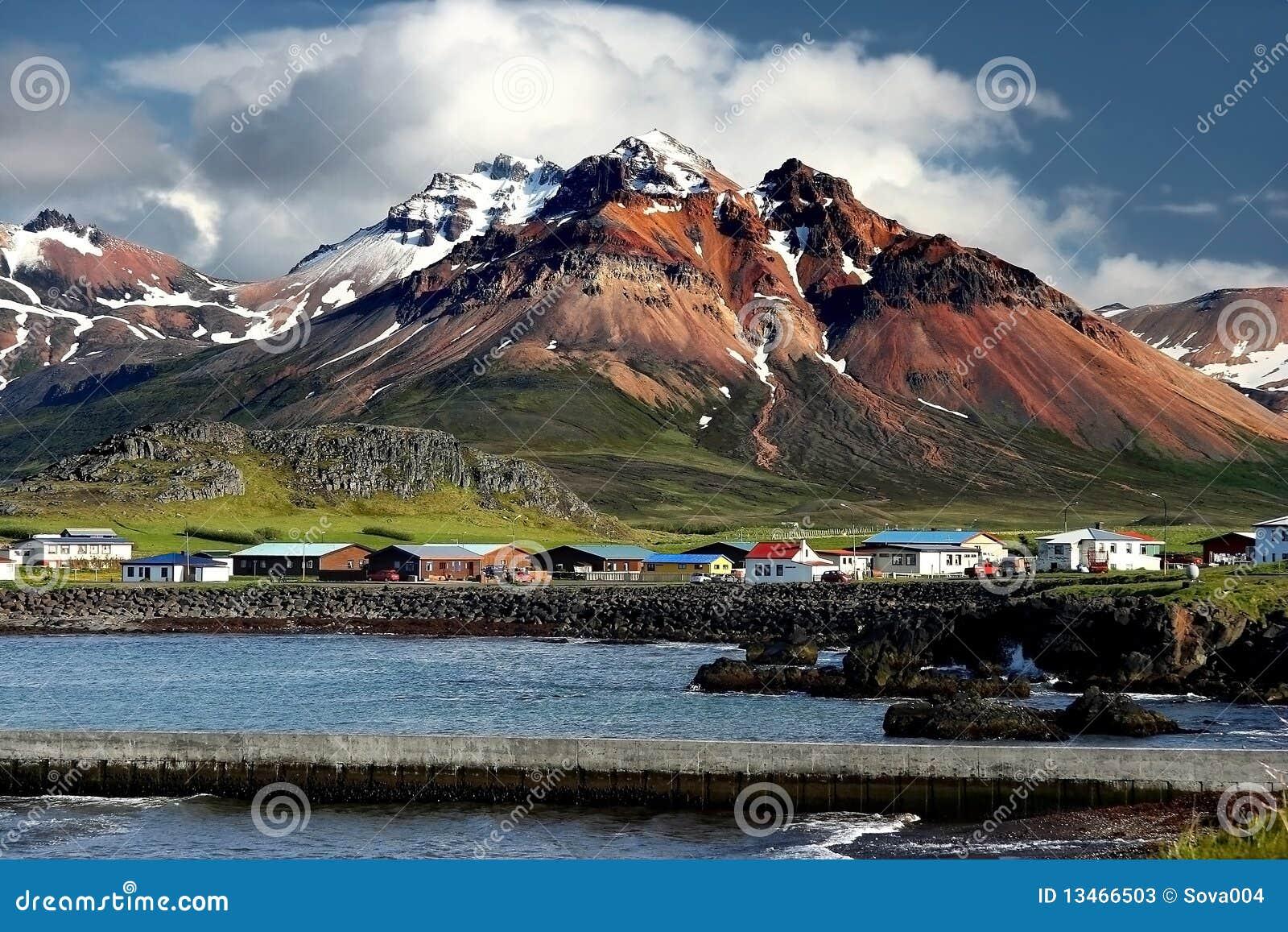 Fjords do leste em Islândia