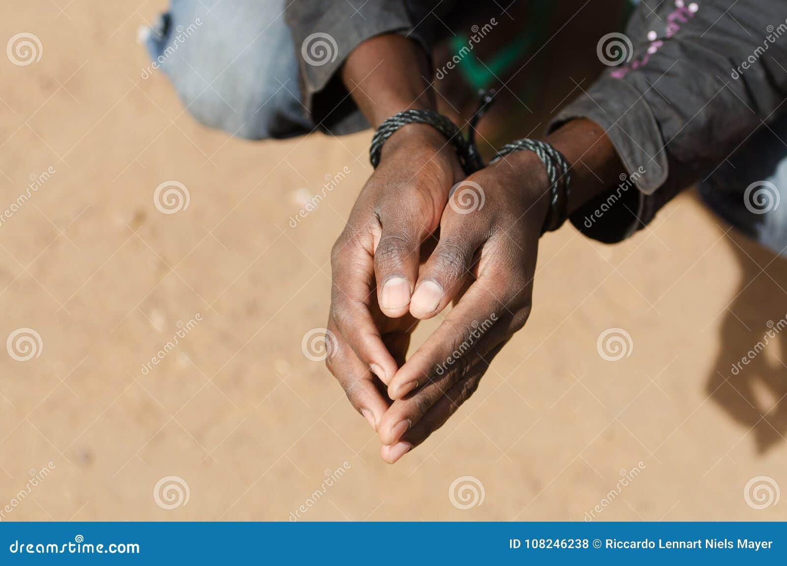 Flüchtling in Libyen-Symbol - Sklaverei-Konzept mit schwarzem Mann