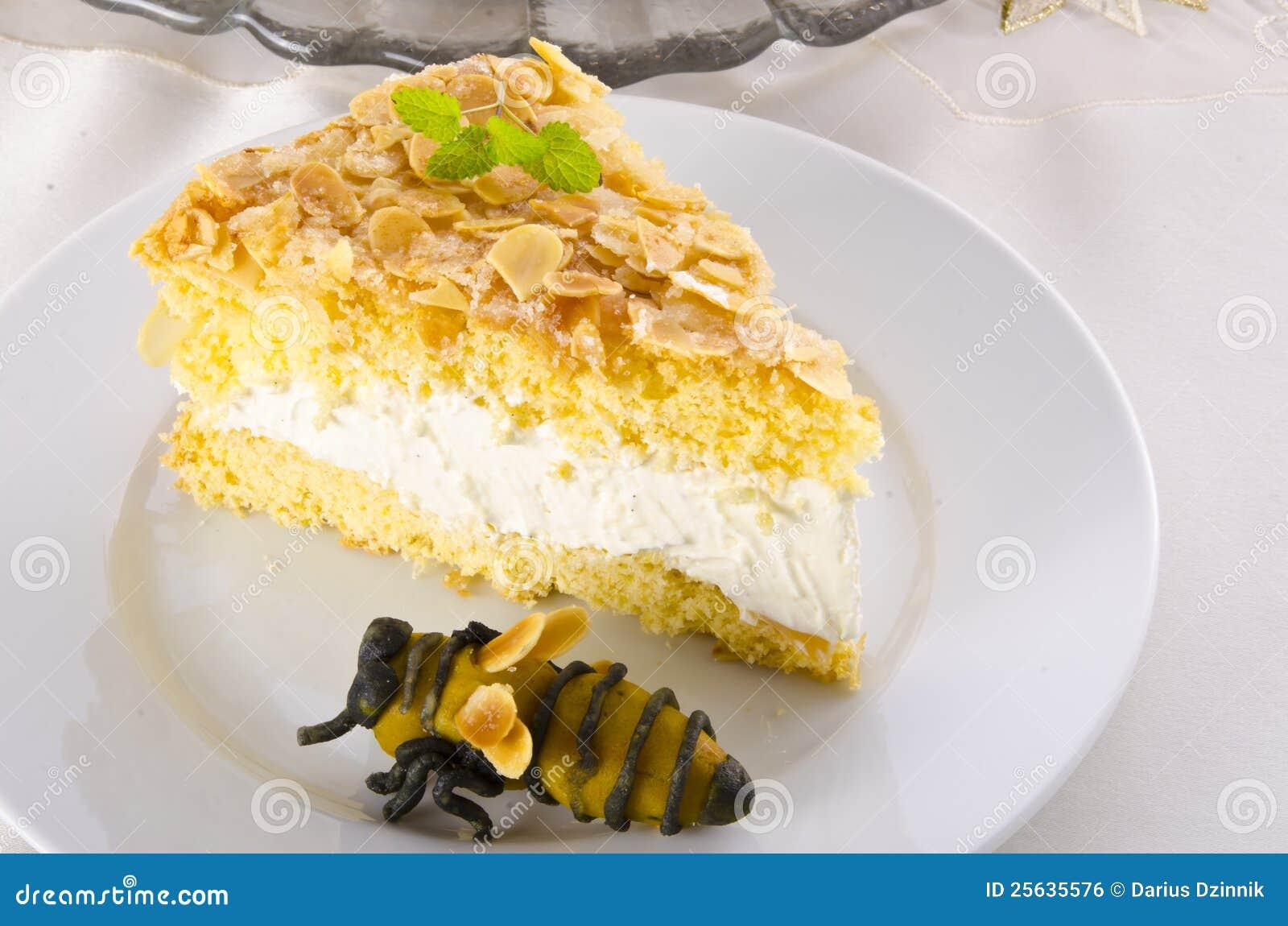 Flacher Kuchen Mit Einer Mandel Und Einem Zuckerguss Stockfoto