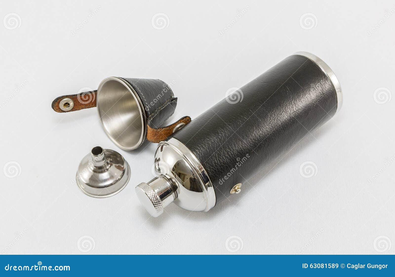 Download Flacon En Cuir Et En Acier De Cognac Image stock - Image du conteneur, poche: 63081589