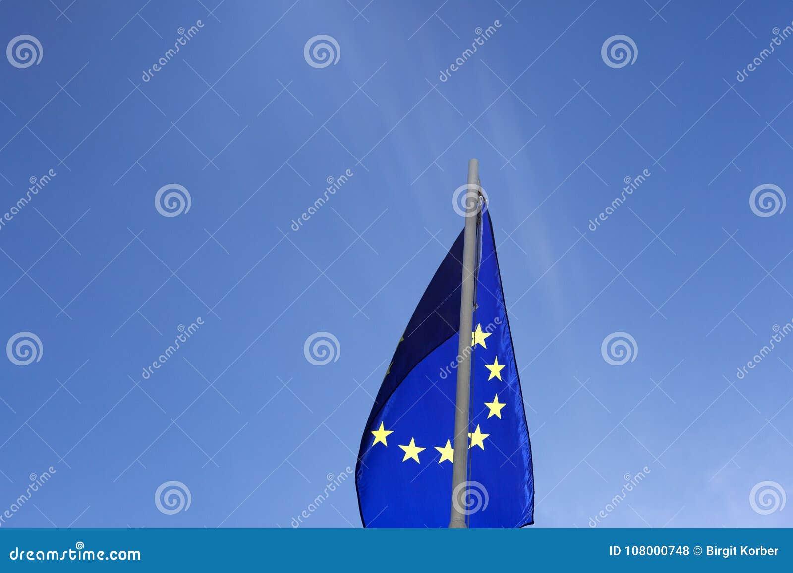 Flaga Europejski zjednoczenie na flagpole