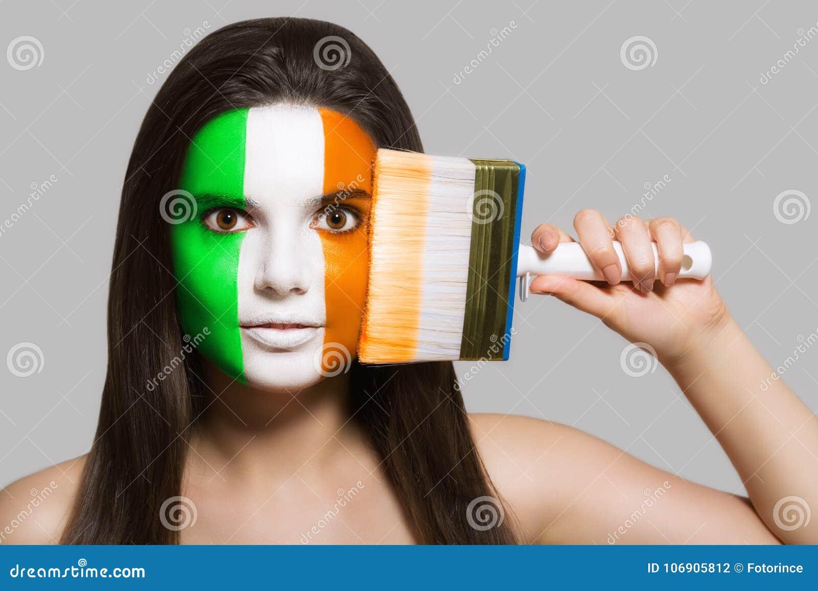 Flaga Irlandia malował na twarzy