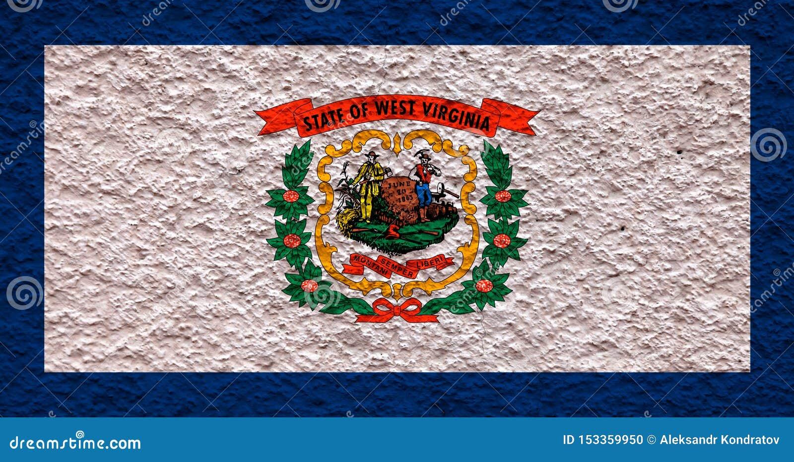 Flaga państowowa stan usa Zachodnia Virginia wewnątrz przeciw szarej ścianie z kamienistą powierzchnią w dzień niezależności w bł