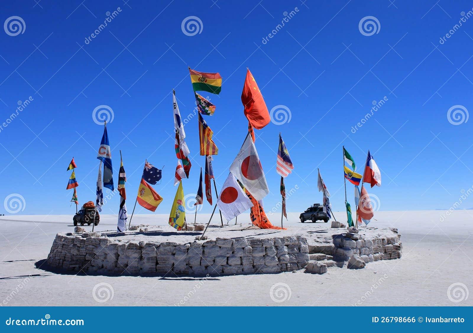 Flaga w pustyni Uyuni