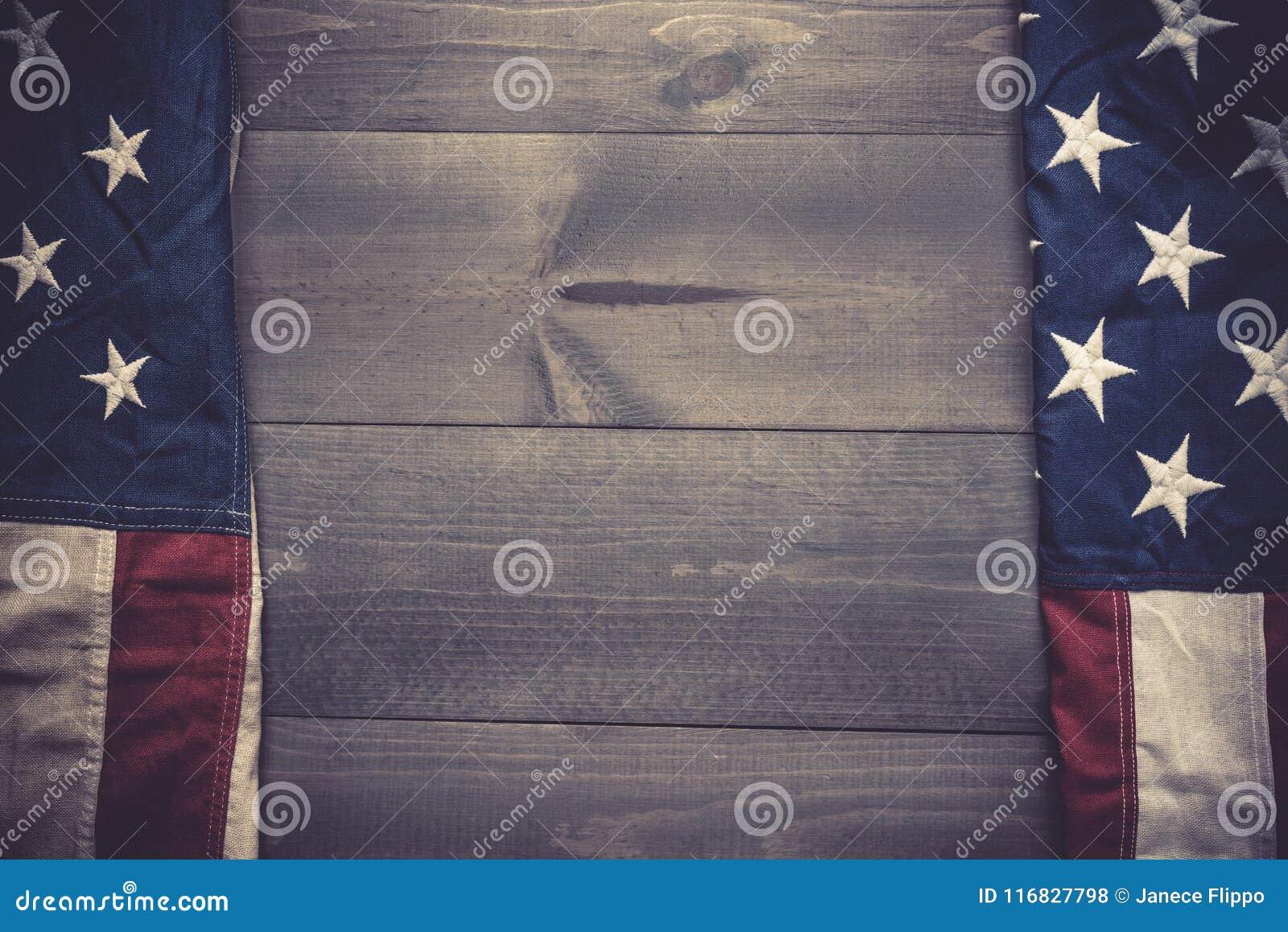 Flaga Zlany Syci na popielatym deski tle z kopii przestrzenią