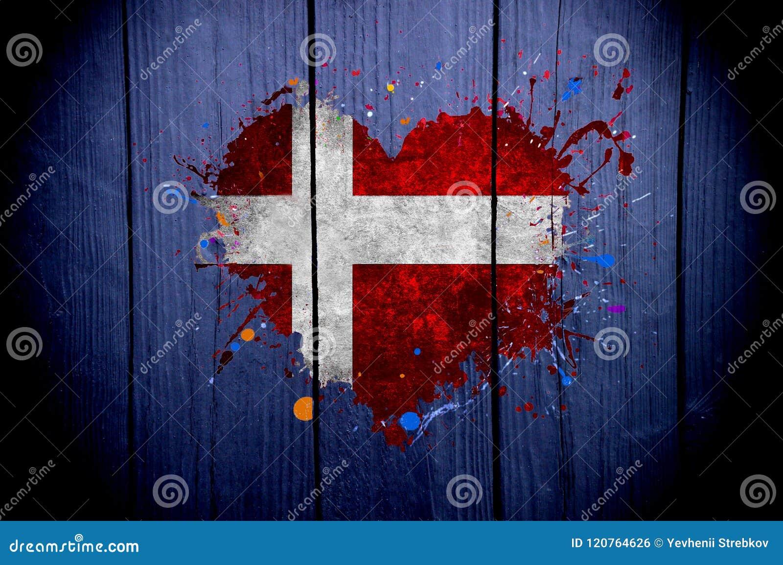 Flagga av Danmark i formen av hjärta på en mörk bakgrund