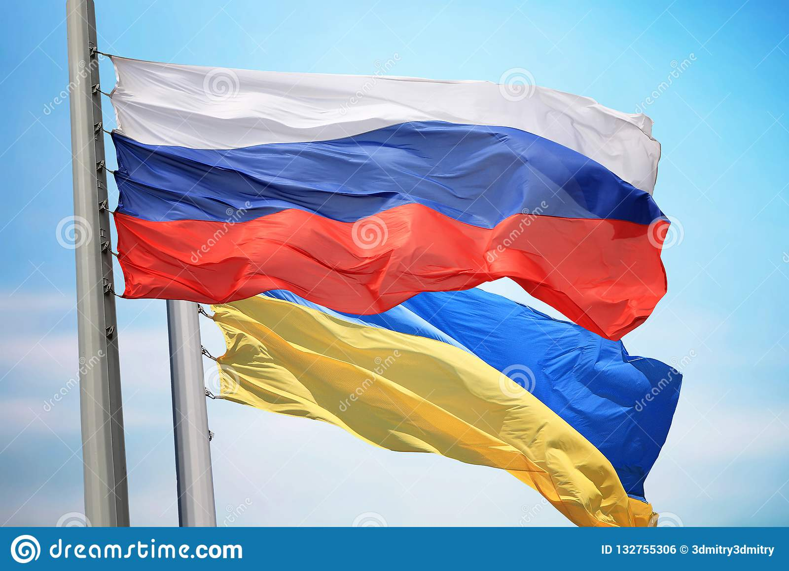 Flagga av Ryssland och Ukraina