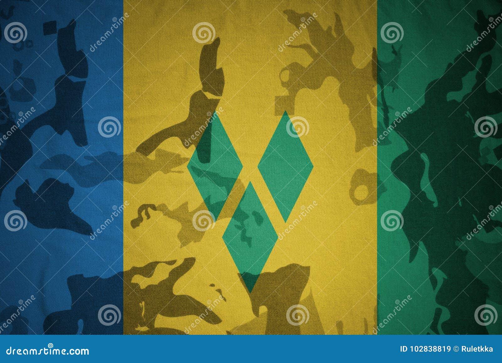 Flagga av Saint Vincent och Grenadinerna på den kaki- texturen gevär s för green m4a1 för flaggan för begreppet för closen för ar