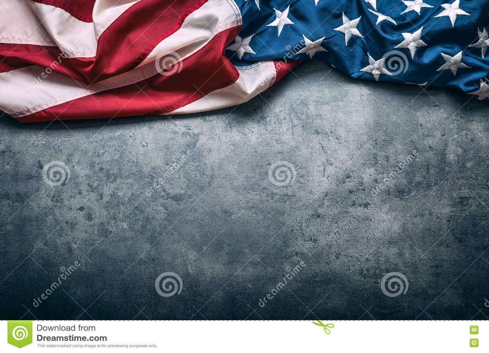 Flagga USA amerikanska flaggan Amerikanska flaggan som ligger fritt på konkret bakgrund Se mer italiensk mat tonat foto
