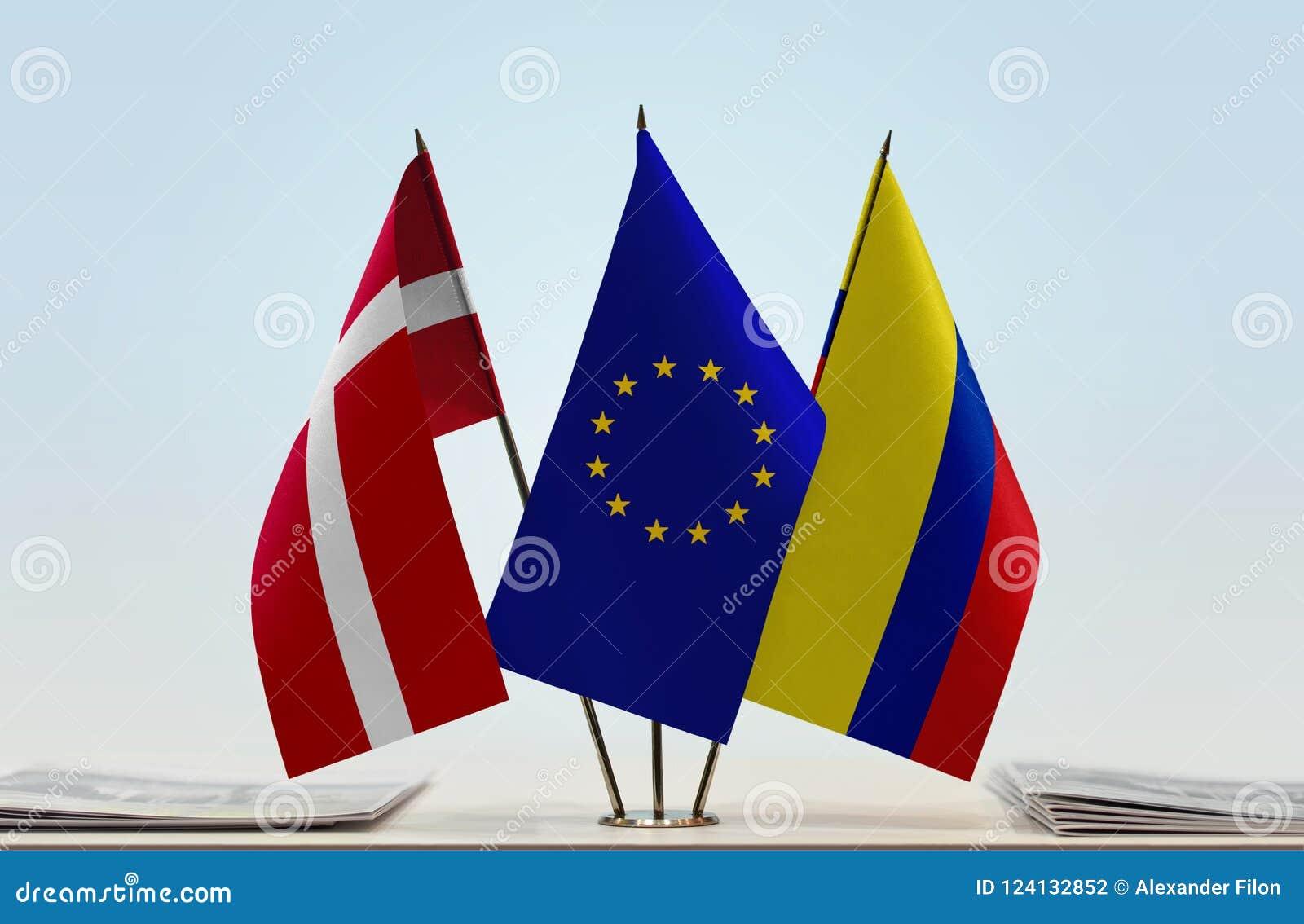 Flaggor av Danmark EU och Colombia