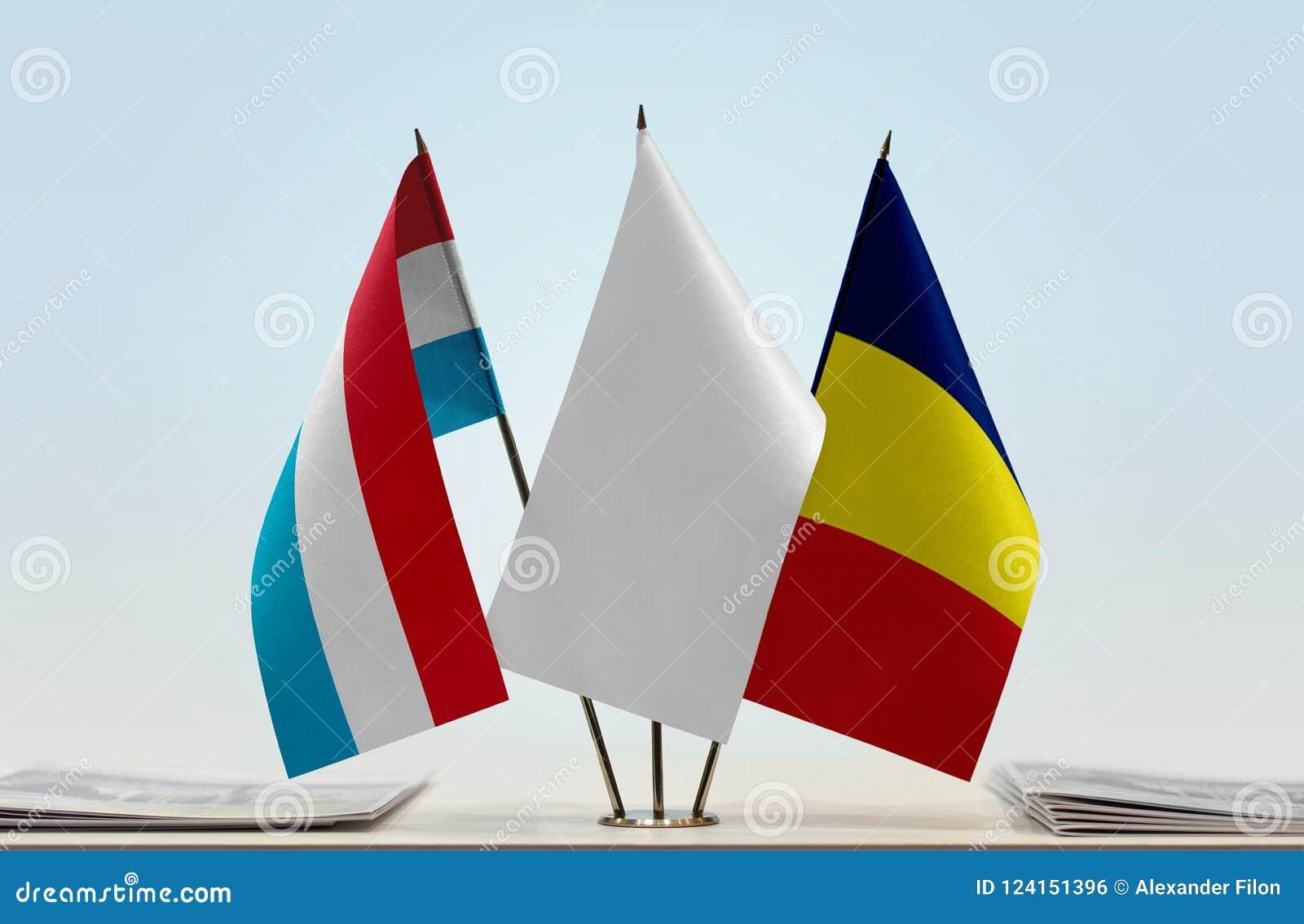 Flaggor av Luxembourg och Tchad