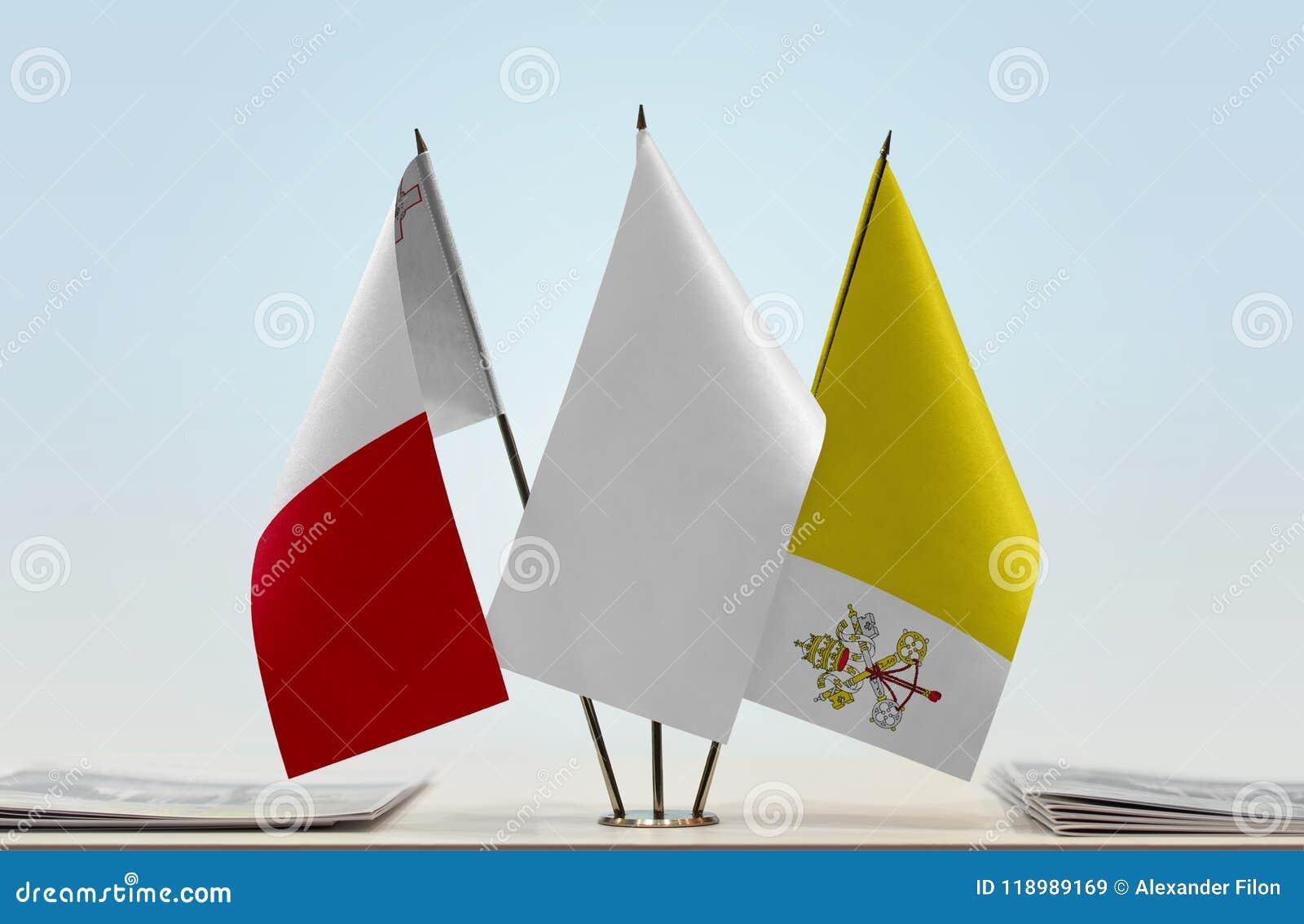 Flaggor av Malta och Vatican City