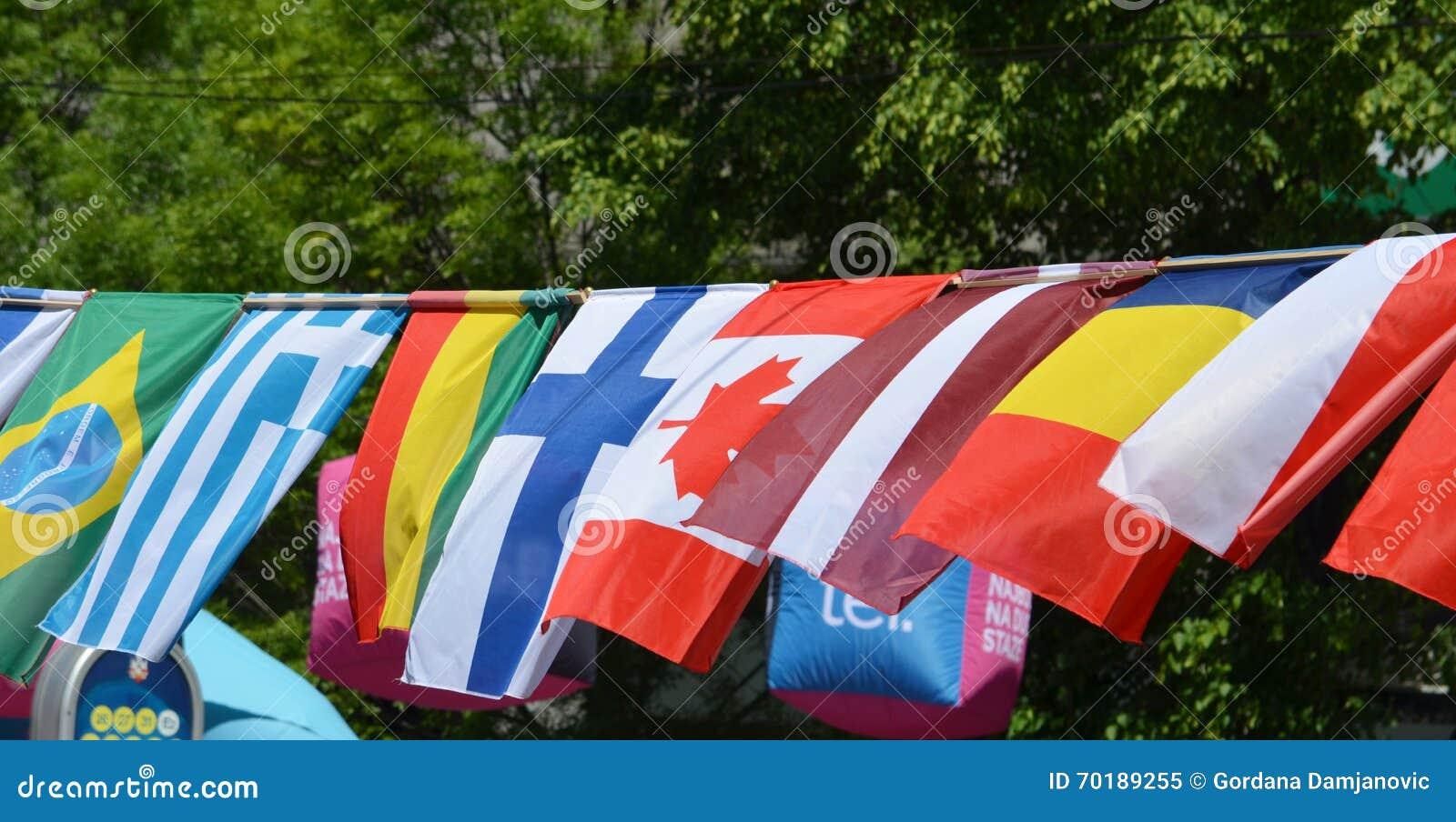 Flaggorna av Brasilien, Grekland, Tchad, Kanada, Mali, Finland och La