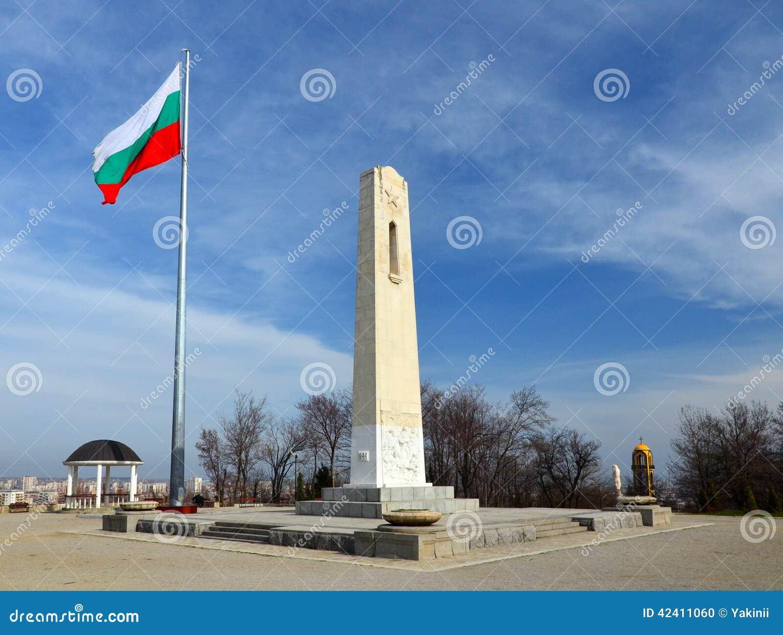 Flagpole z Bułgarską flaga państowowa