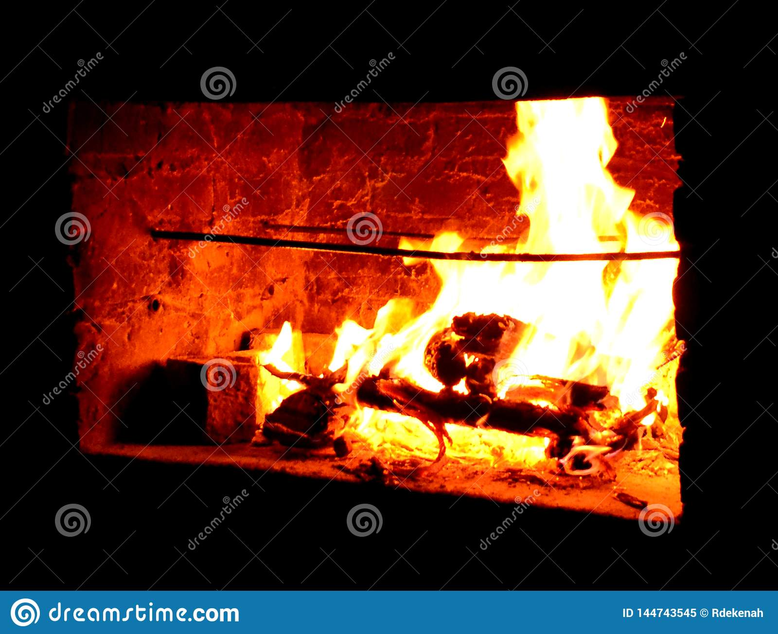 Flamma den varma utomhus- spisen
