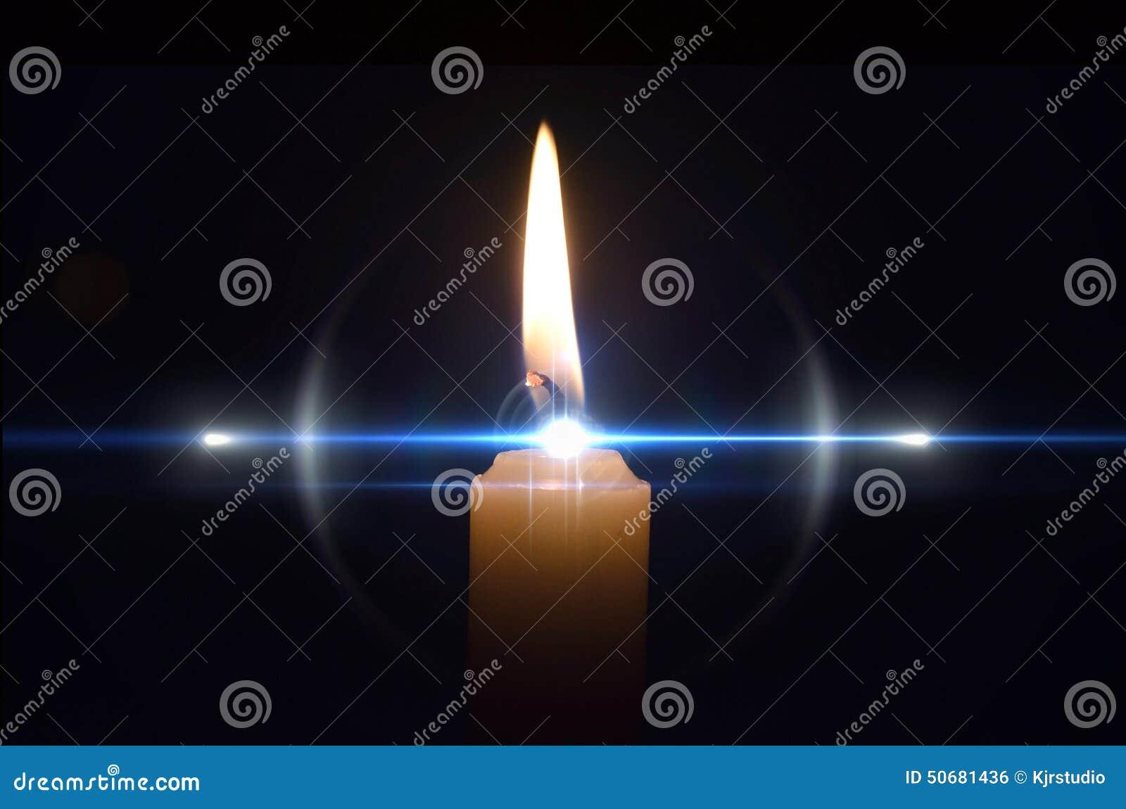 Flamme de bougie abstraite avec le hidglight bleu