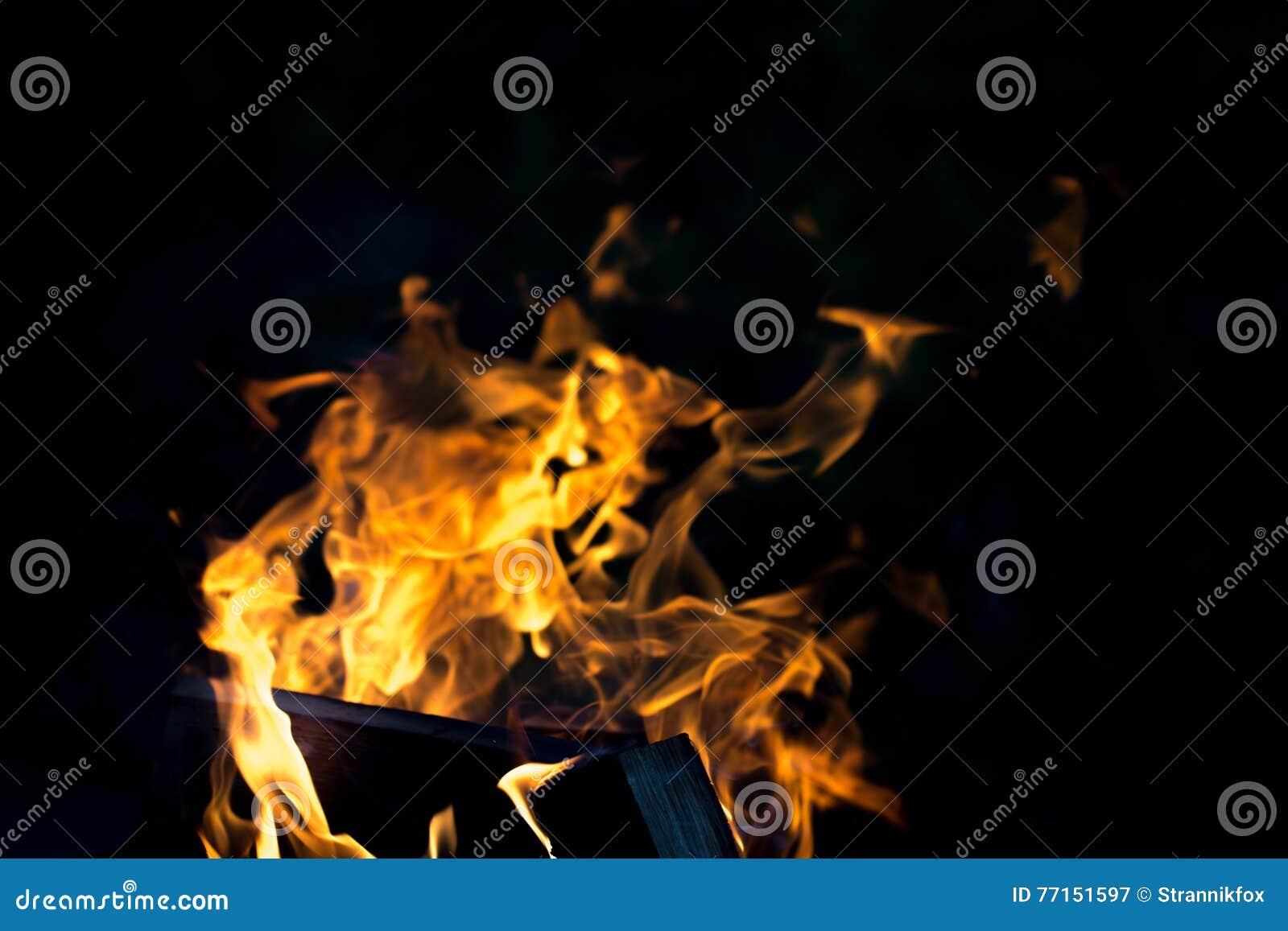 Flamme lumineuse de feu defocused