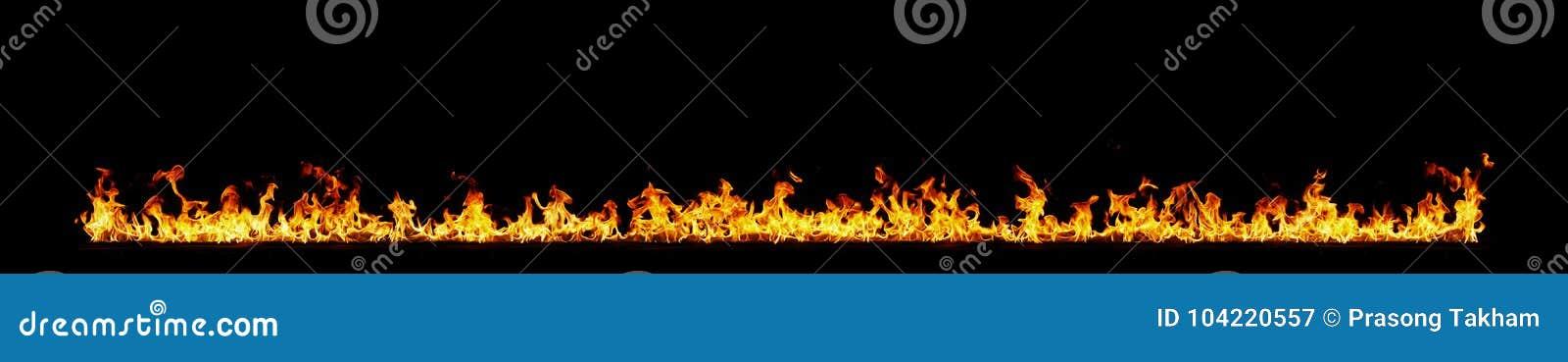 Flammes d incendie sur le noir