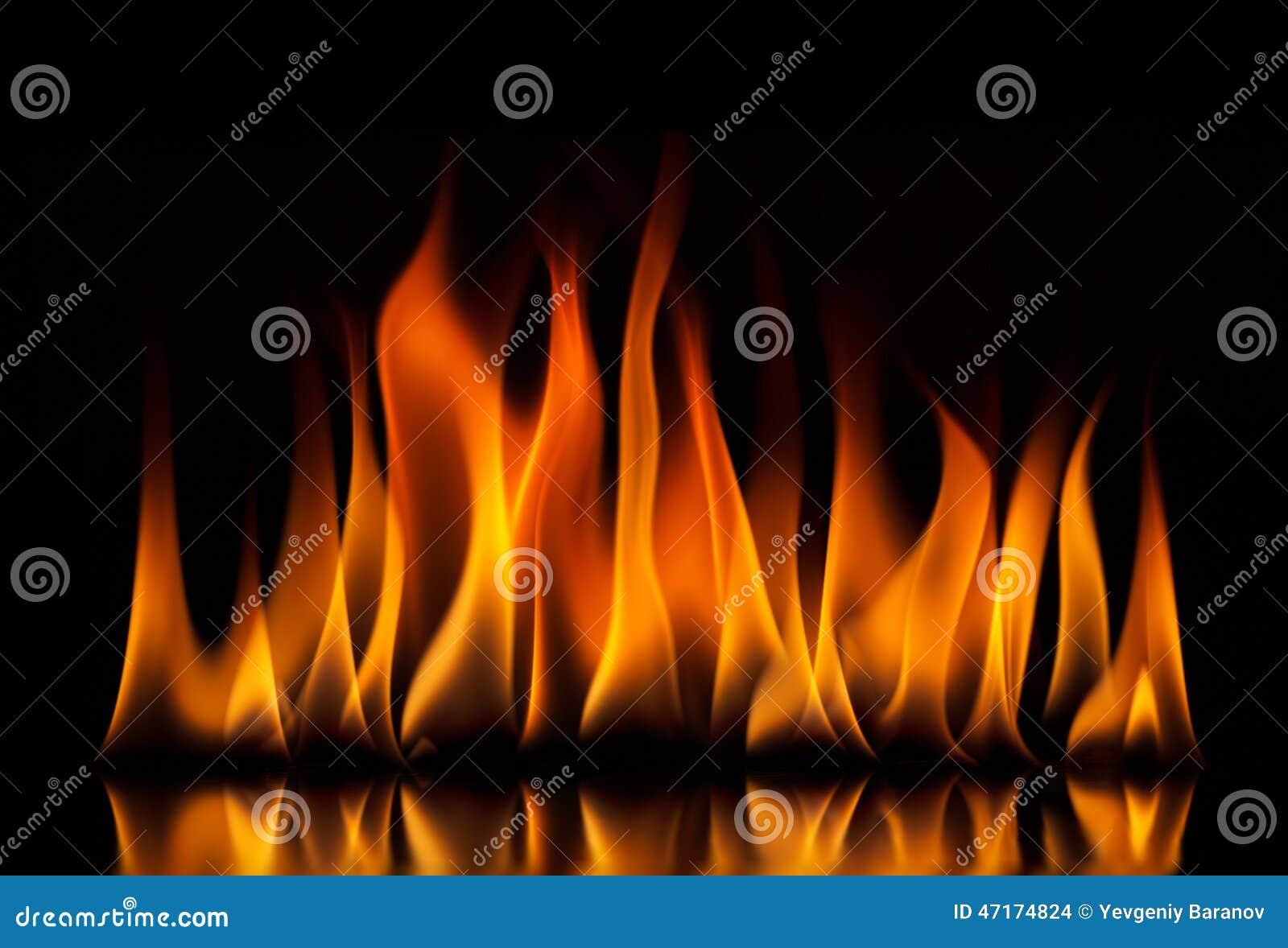Flammes d incendie sur un fond noir