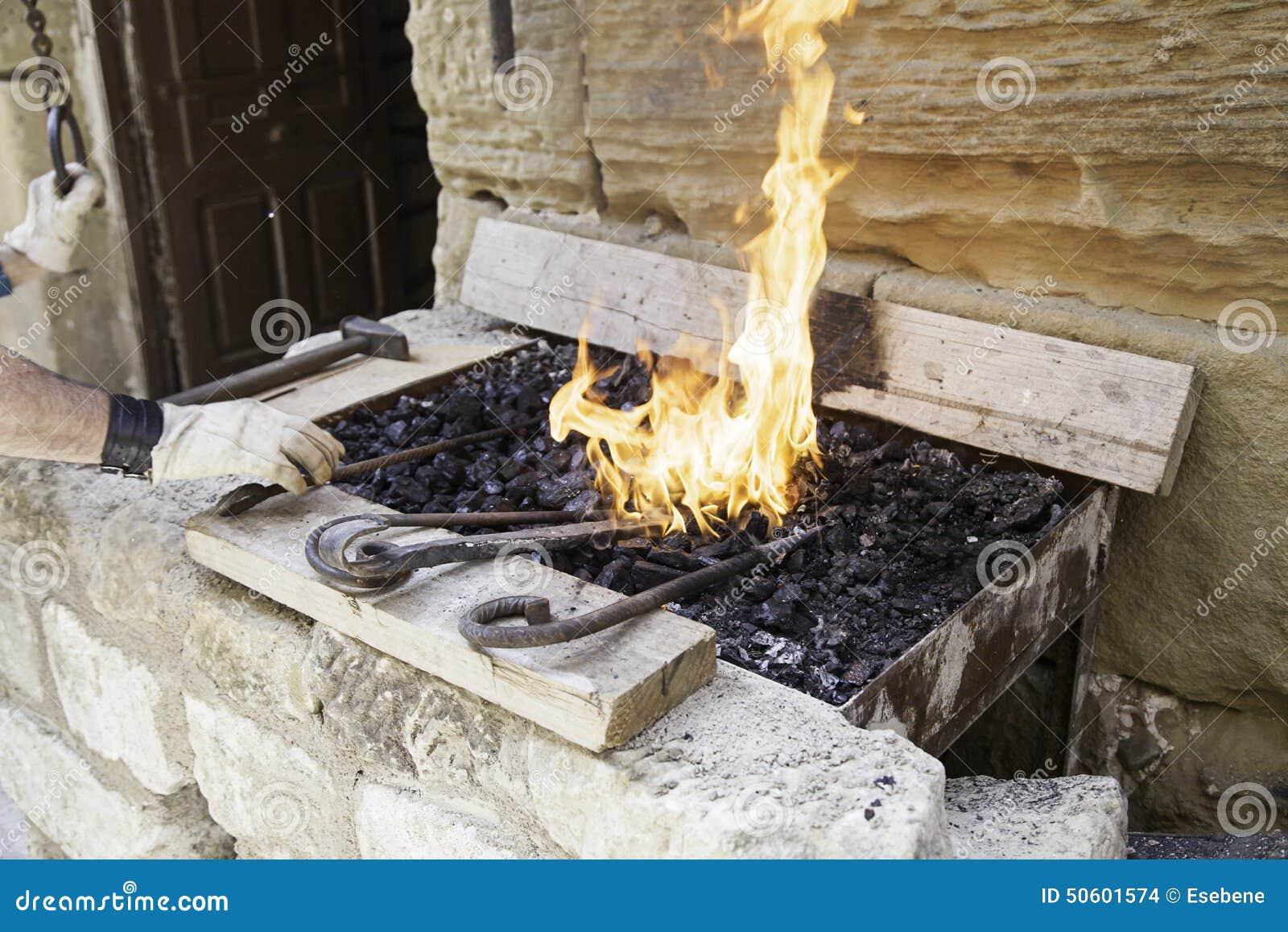 Flammes dans une forge