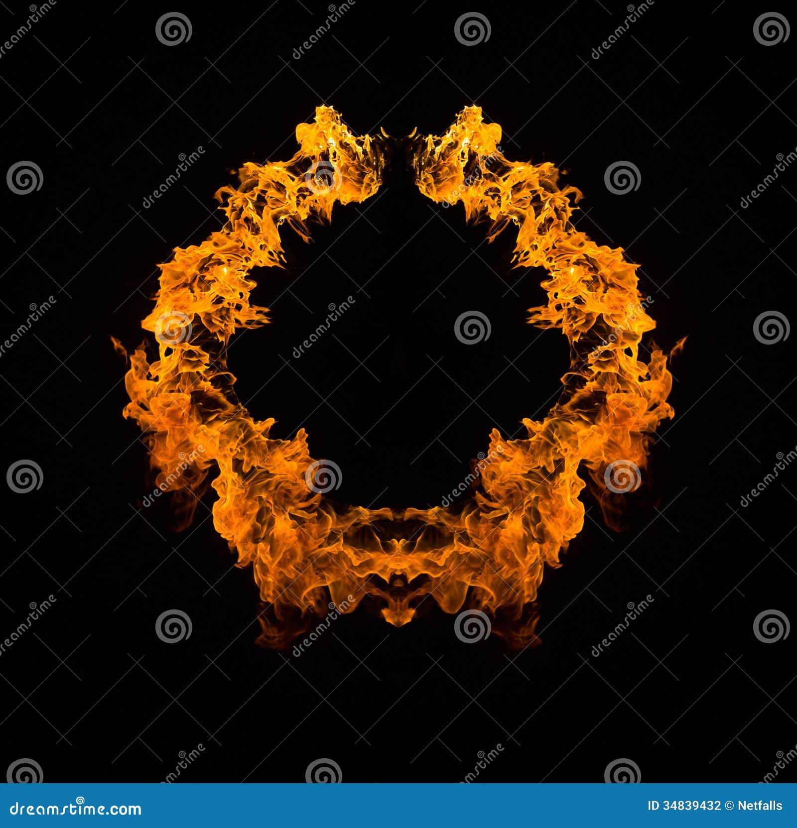 Flammes de flambage sur le fond noir