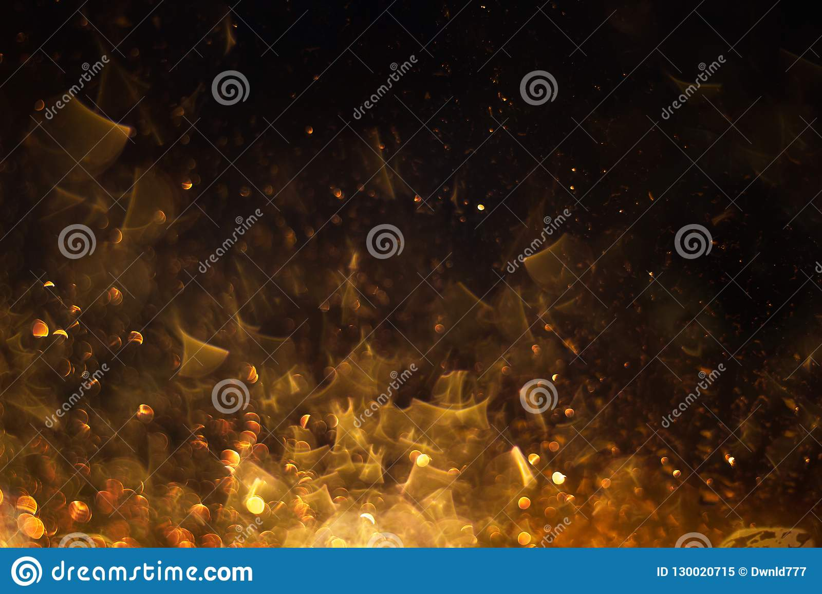 Flammes du feu dans l obscurité