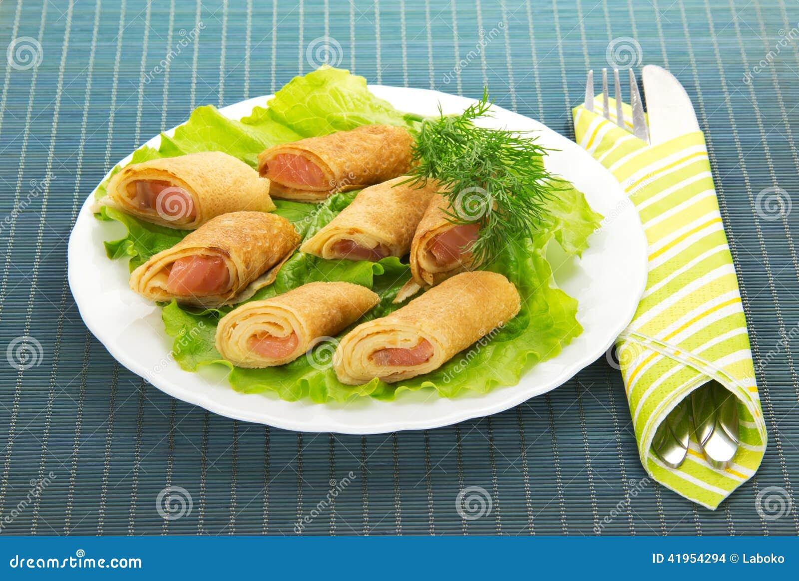 Flapjack z łososiem i sałatką, cutlery