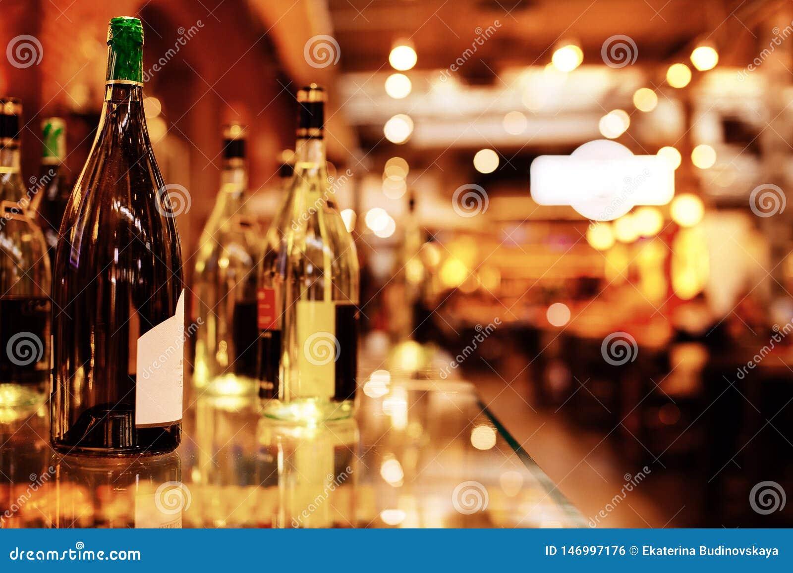 Flaschen auf der Stange