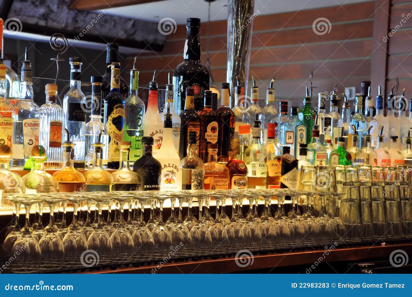 Flaschen an einem Stab