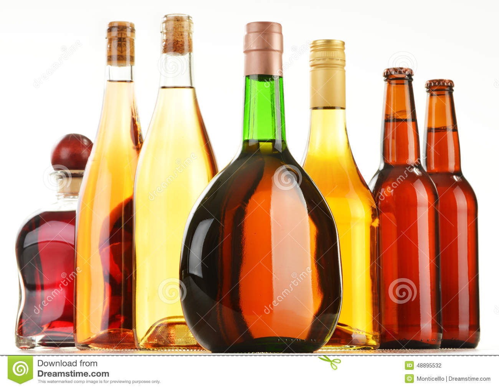 Flaschen Sortierte Alkoholische Getränke Auf Weiß Stockfoto - Bild ...