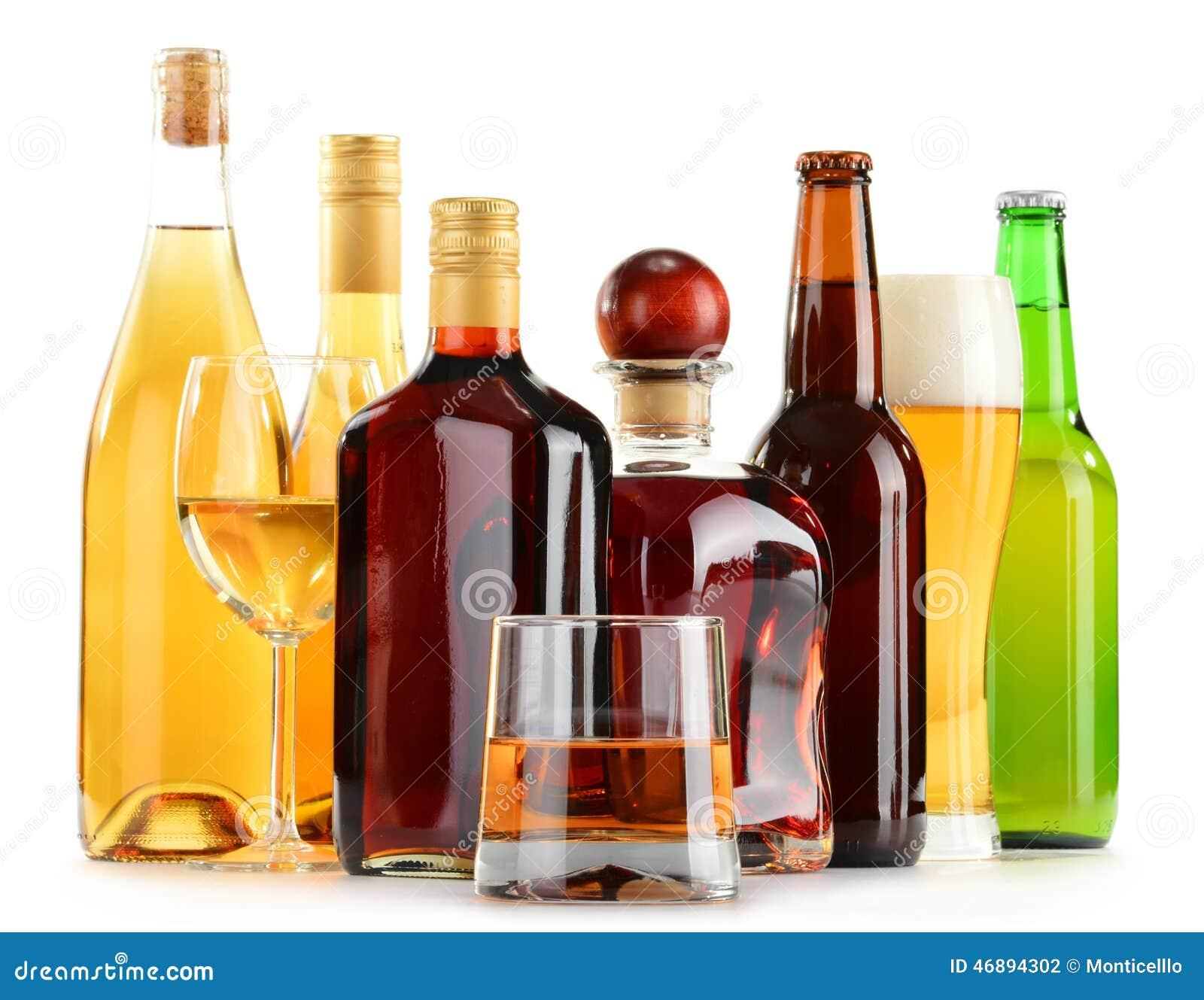 Flaschen Und Gläser Sortierte Alkoholische Getränke über Weiß ...