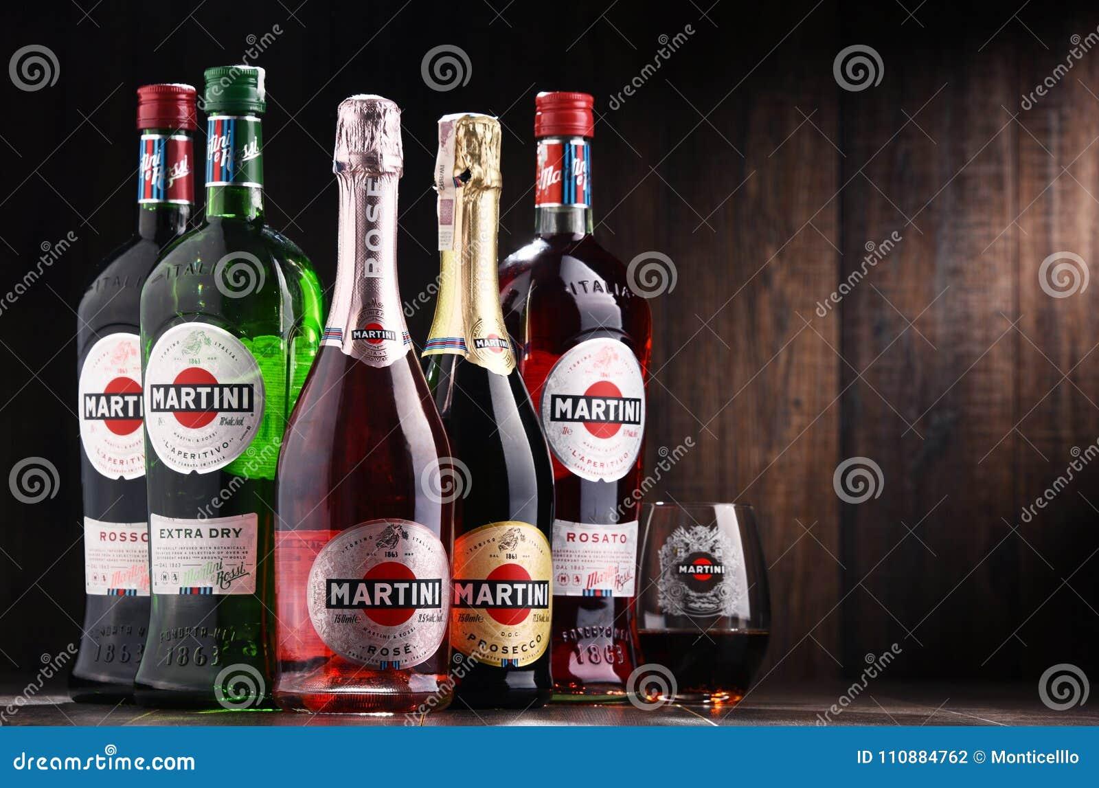 Flaschen Von Martini, Berühmter Italienischer Wermut Redaktionelles ...