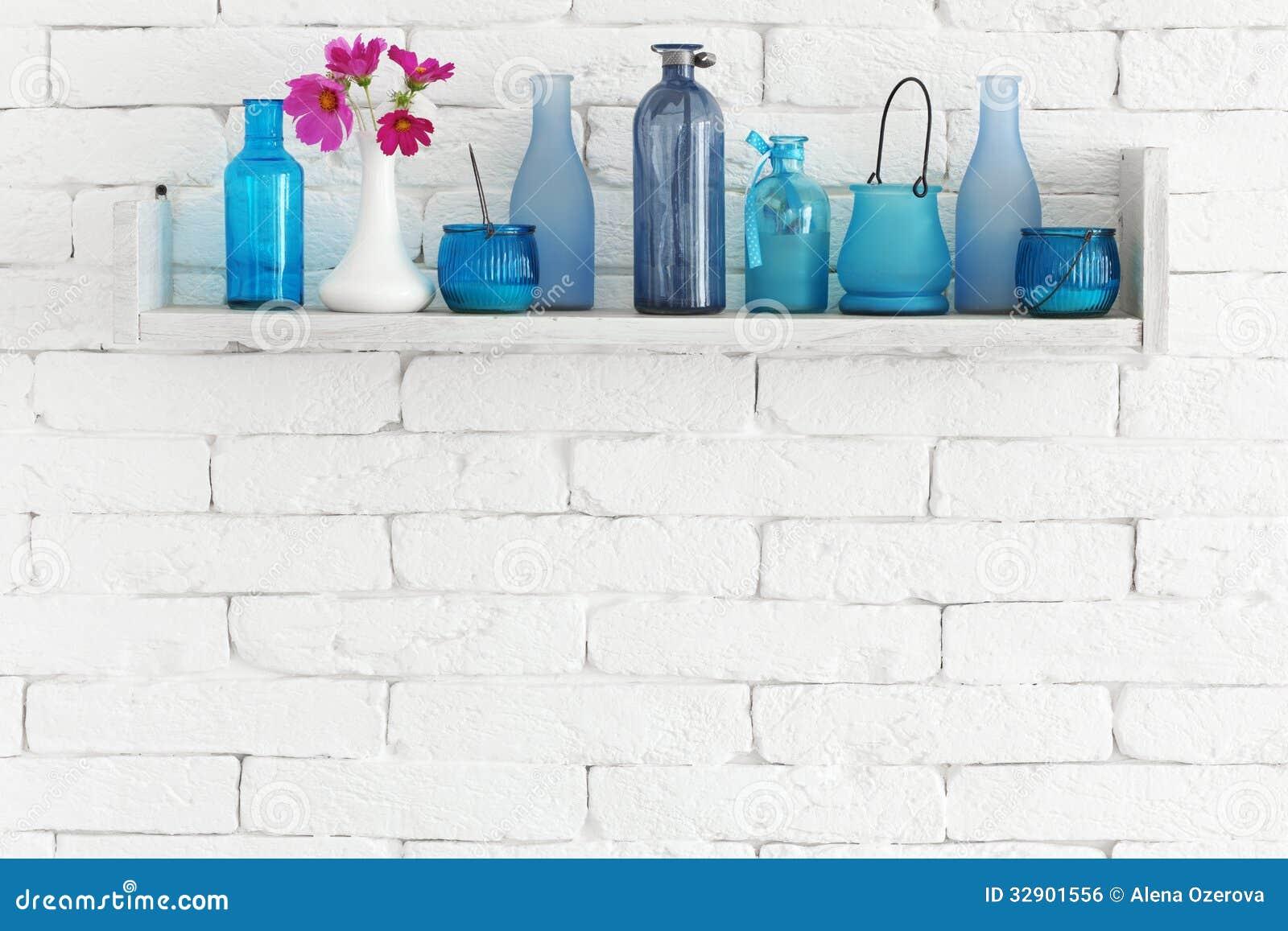 Flaskor på en hylla