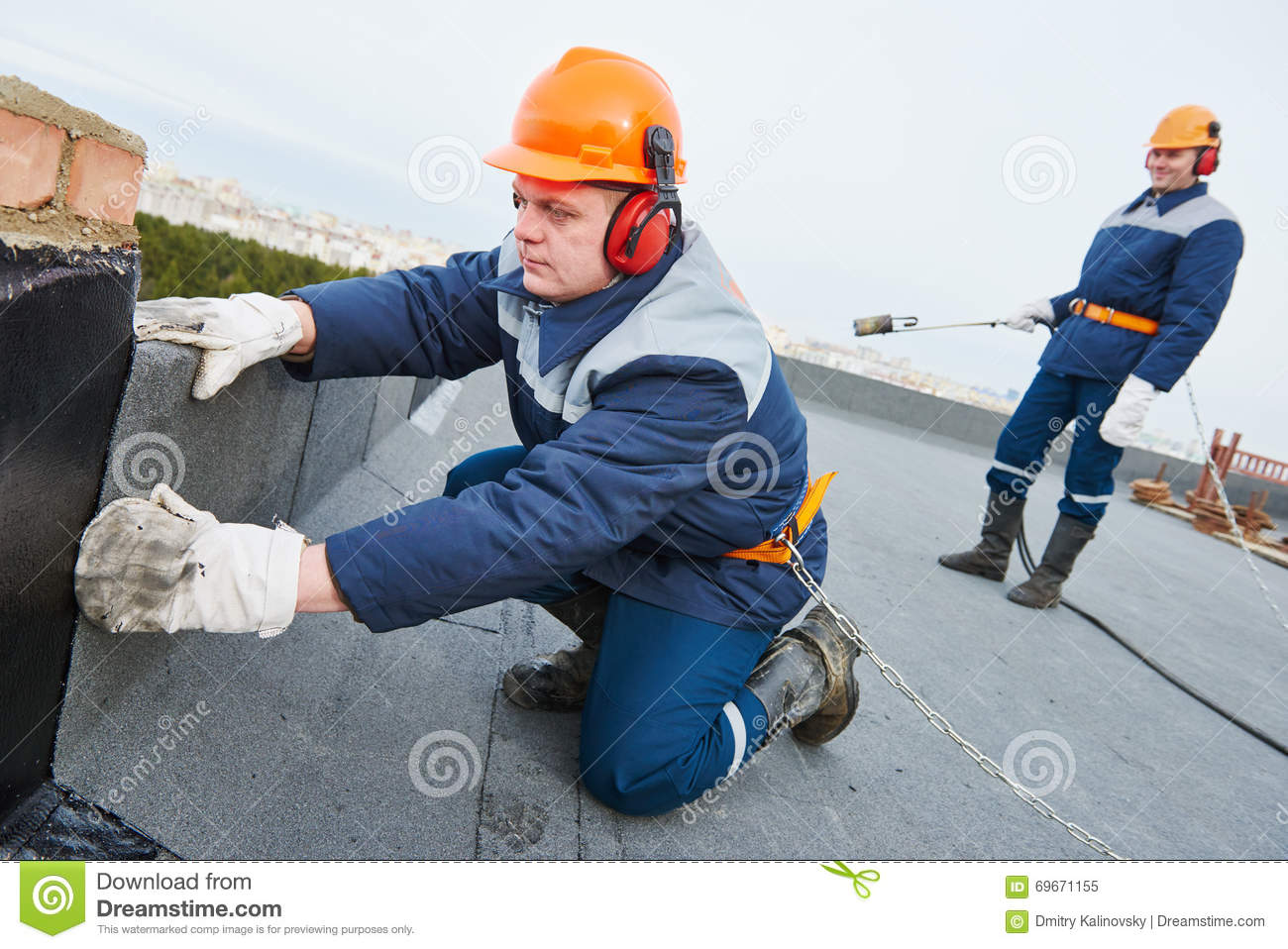 Cartoon Roofing Installation : The roofing felt asbestos royalty free stock image