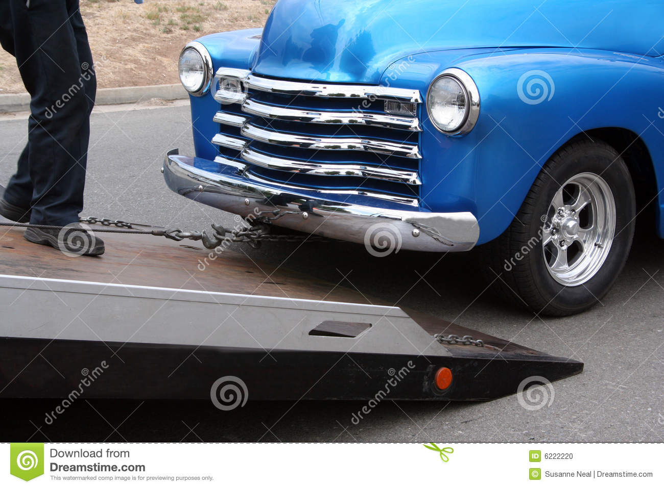 Flatbed tow truck hooks up a truck
