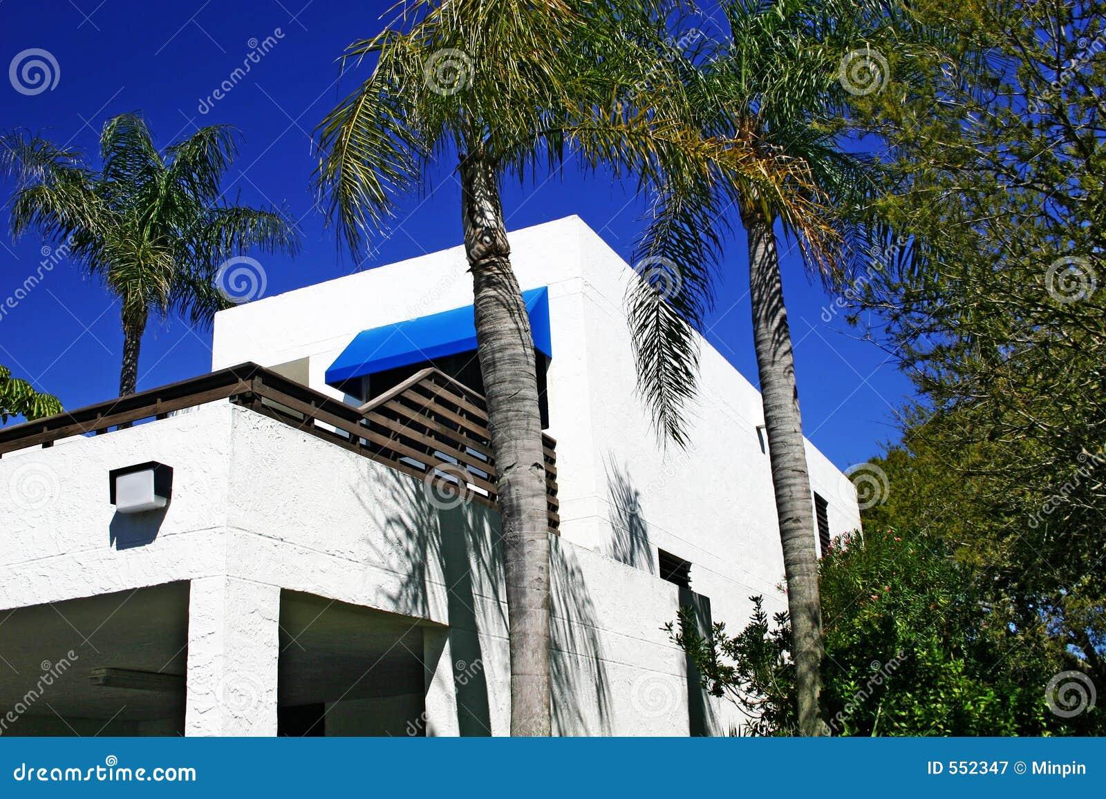 Flatgebouw met koopflats in Tropisch Nr 1