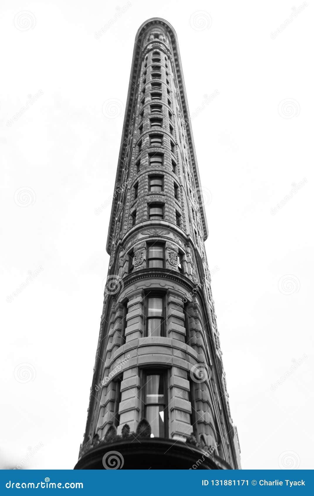 Flatiron budynek czarny i biały - przód Dalej spod spodu -
