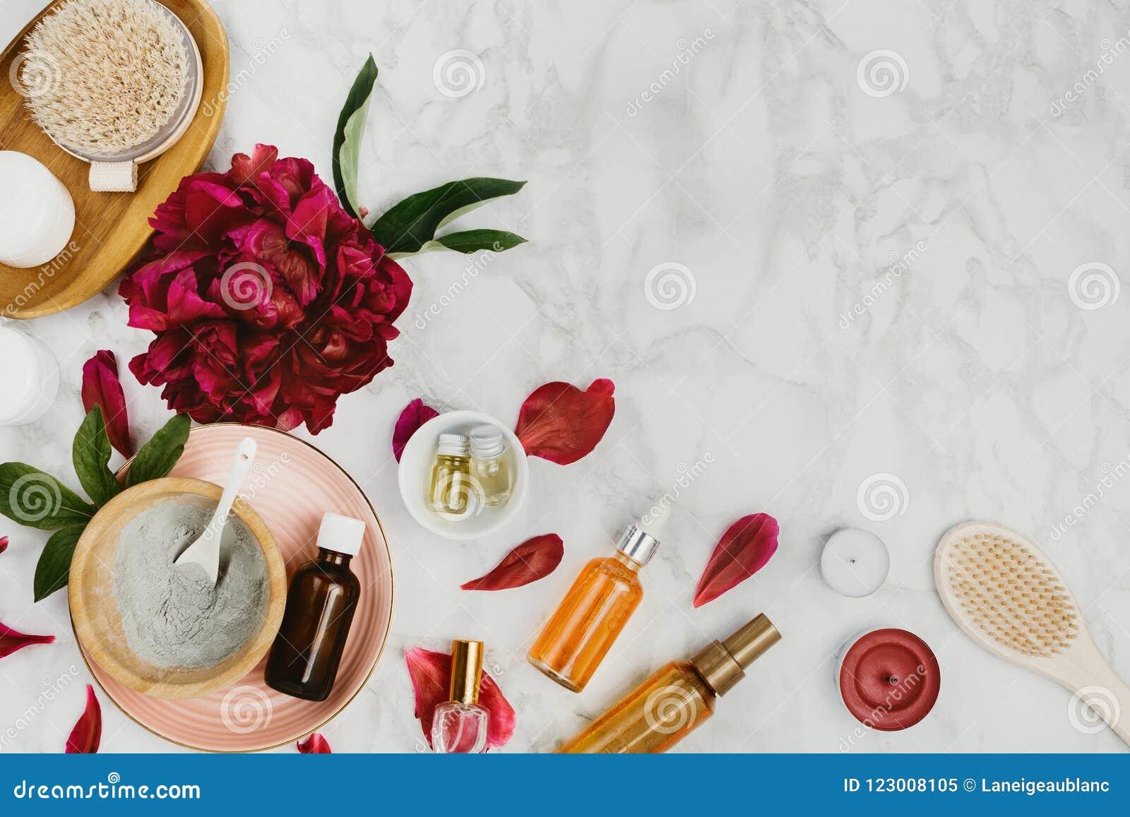 Flatlay różnorodny piękno, skąpanie, zdrojów produkty serum, glina, istotni oleje, ciała muśnięcie i śmietanka, etc