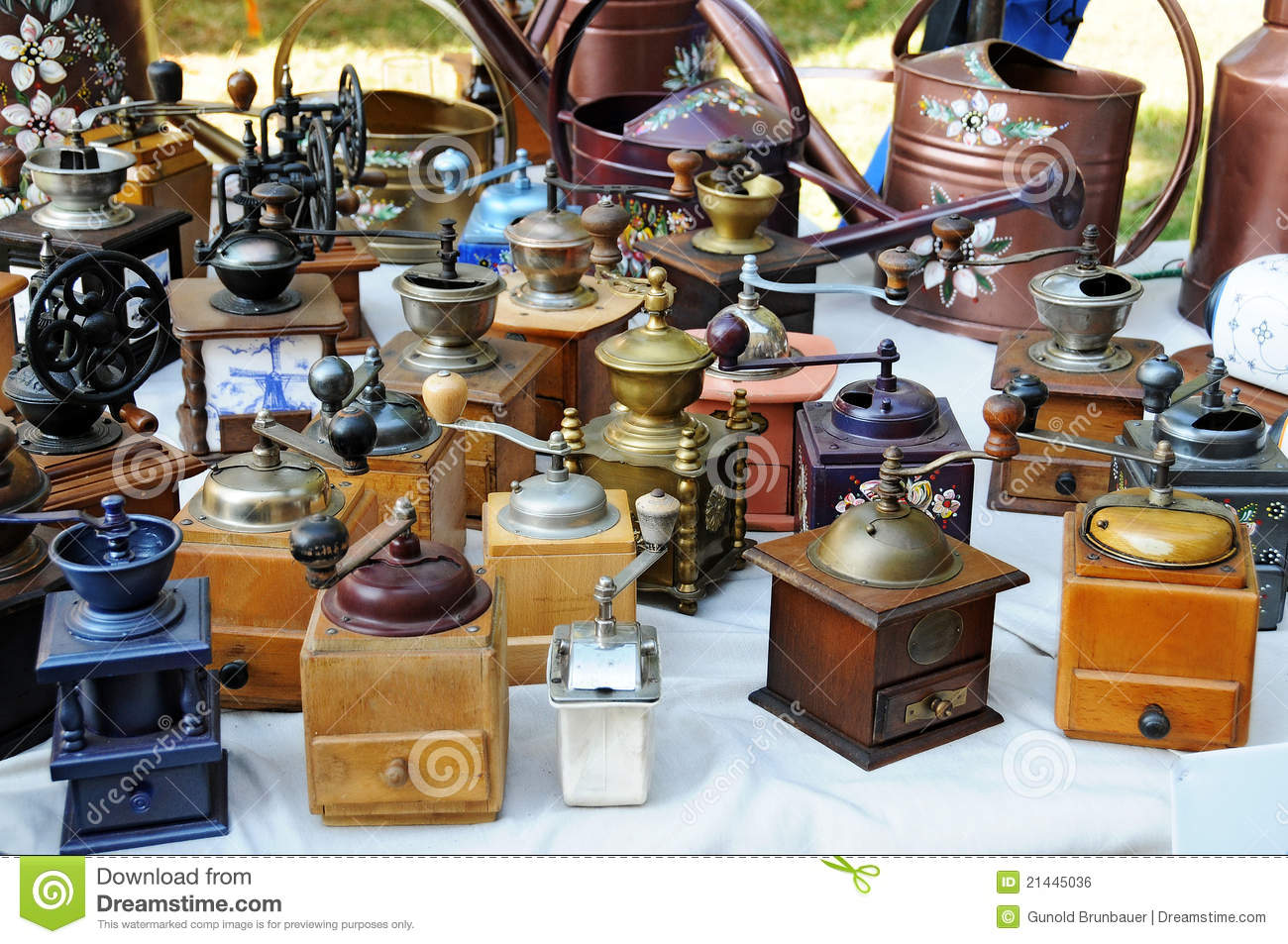 How to Start a Small Flea Market Business