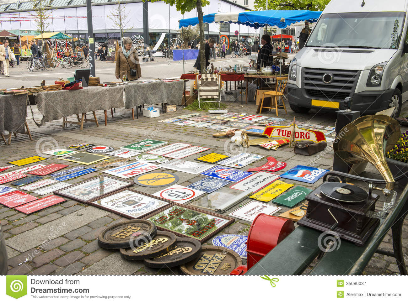 How to Start a Business in a Flea Market