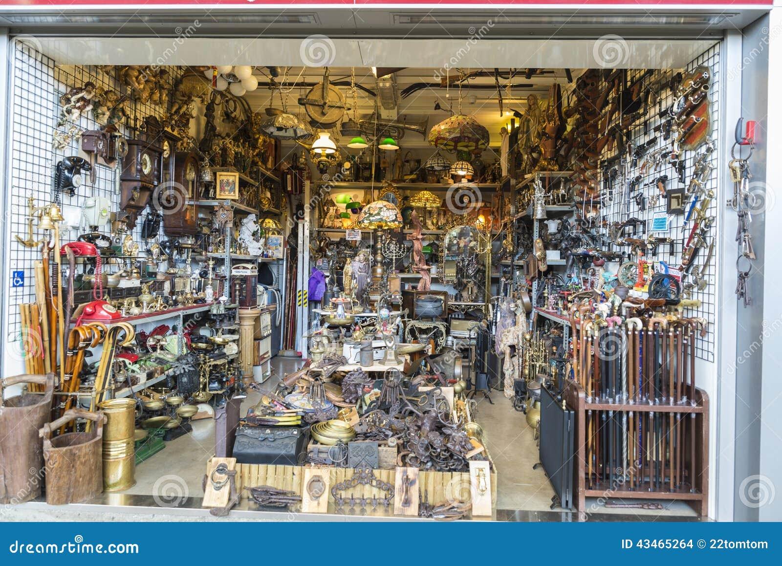 Flea market els encants vells barcelona editorial stock - Encantes barcelona ...