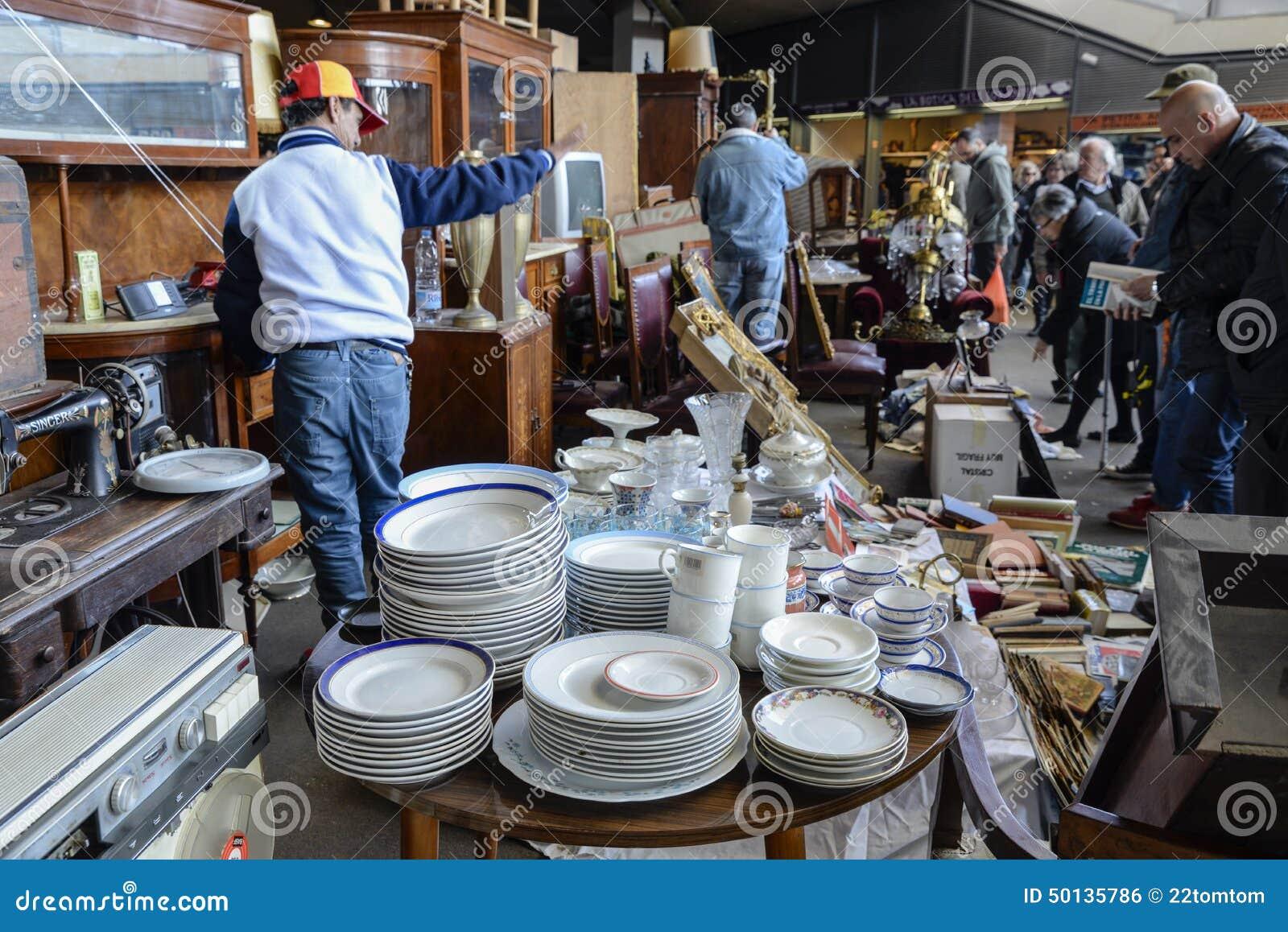 Flea market els encants vells barcelona editorial photo - Encantes barcelona ...