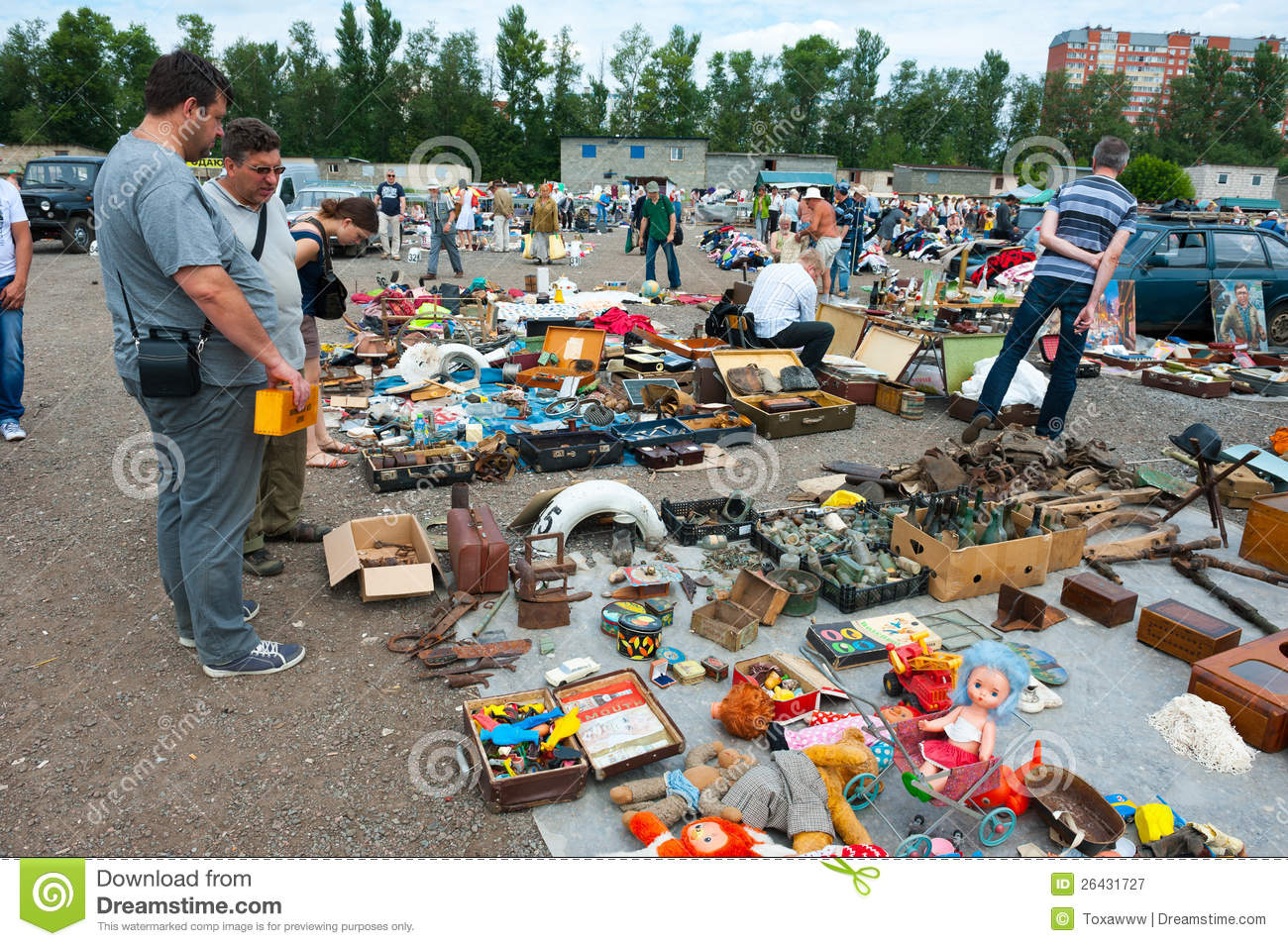 Flea market in moscow editorial photography image 26431727 for Domon furniture st eustache