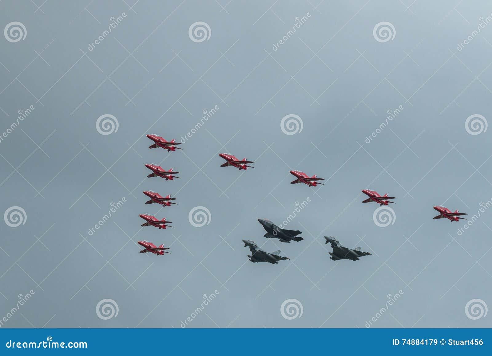 Flechas, Â Eurofighter Typhoon, y F-35 relámpago rojos 2